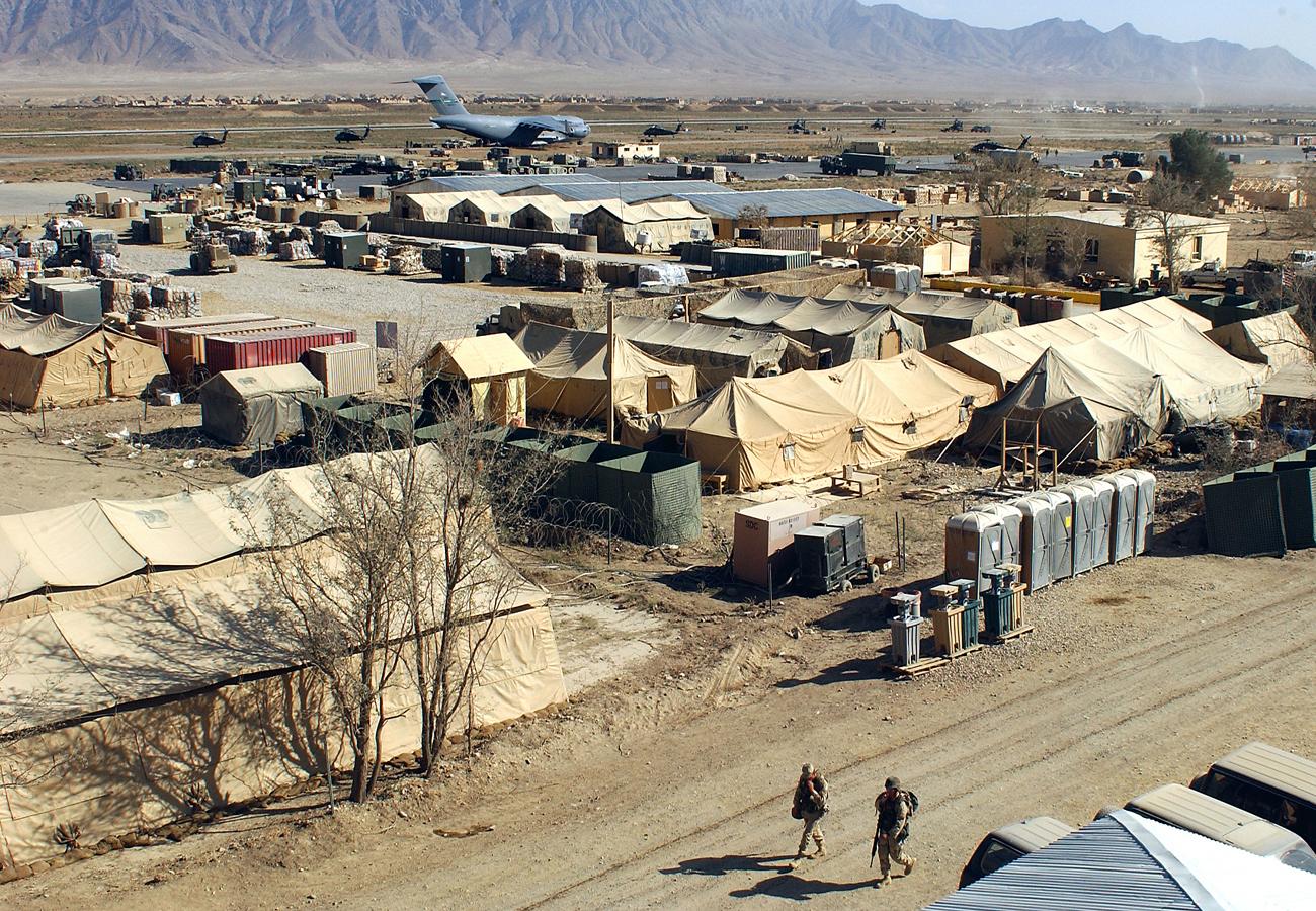 Description Military camp at Bagram, Afghanistan.jpg