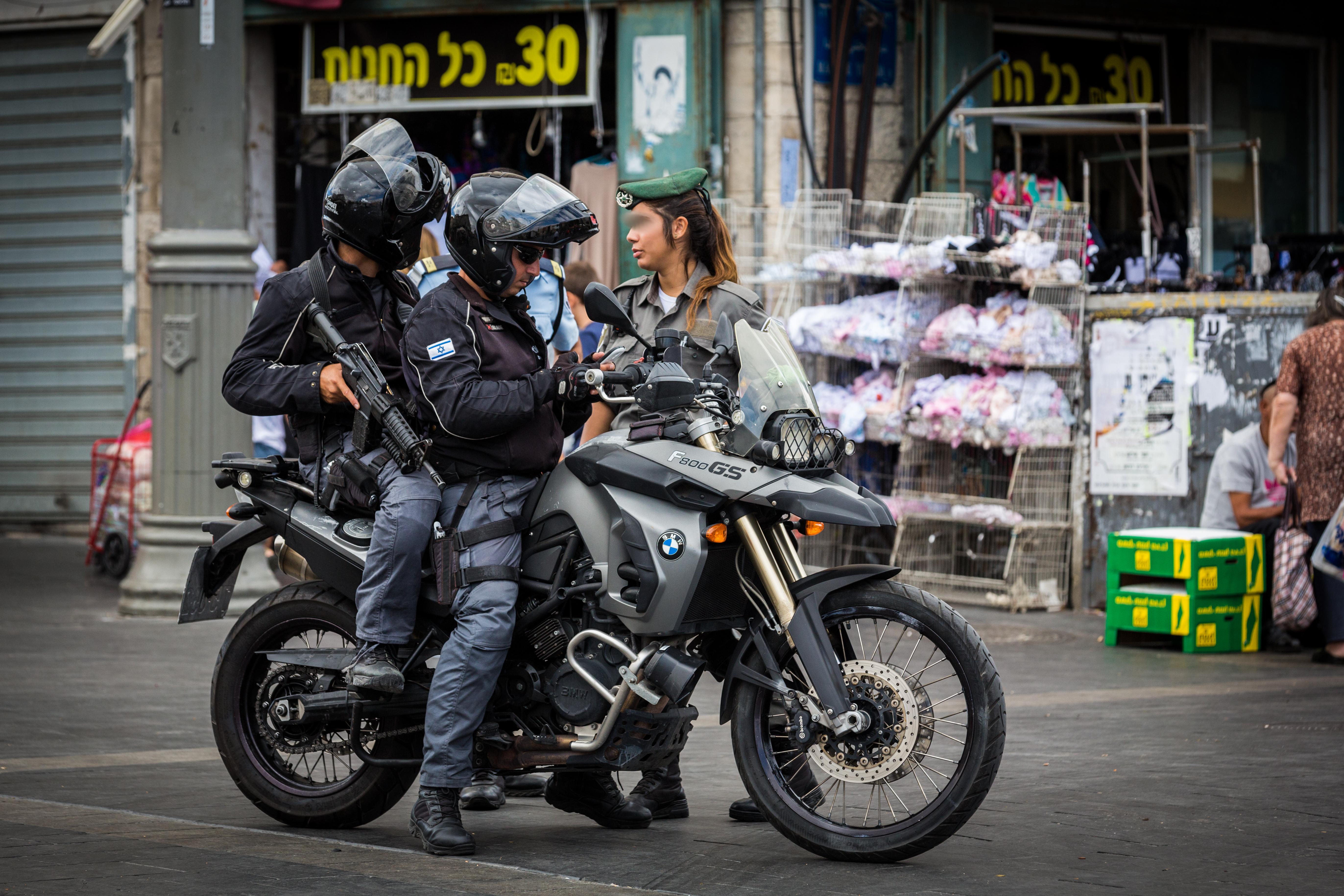 שוטרים בפיזור הפגנה מול משרדי הממשלה