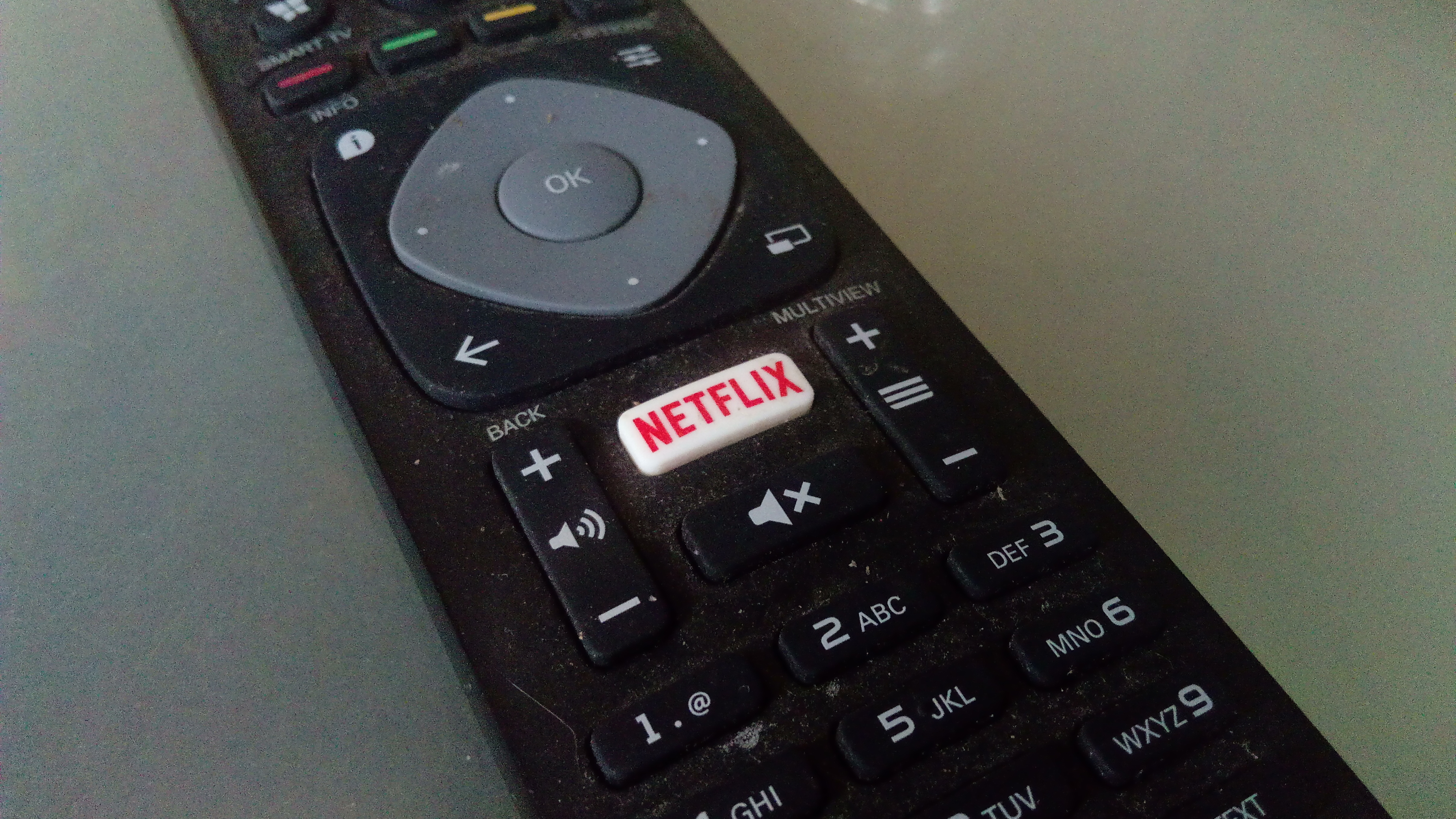 File:Philips remote control with a Netflix button, Finsterwolde (2019) 04.jpg - Wikimedia Commons