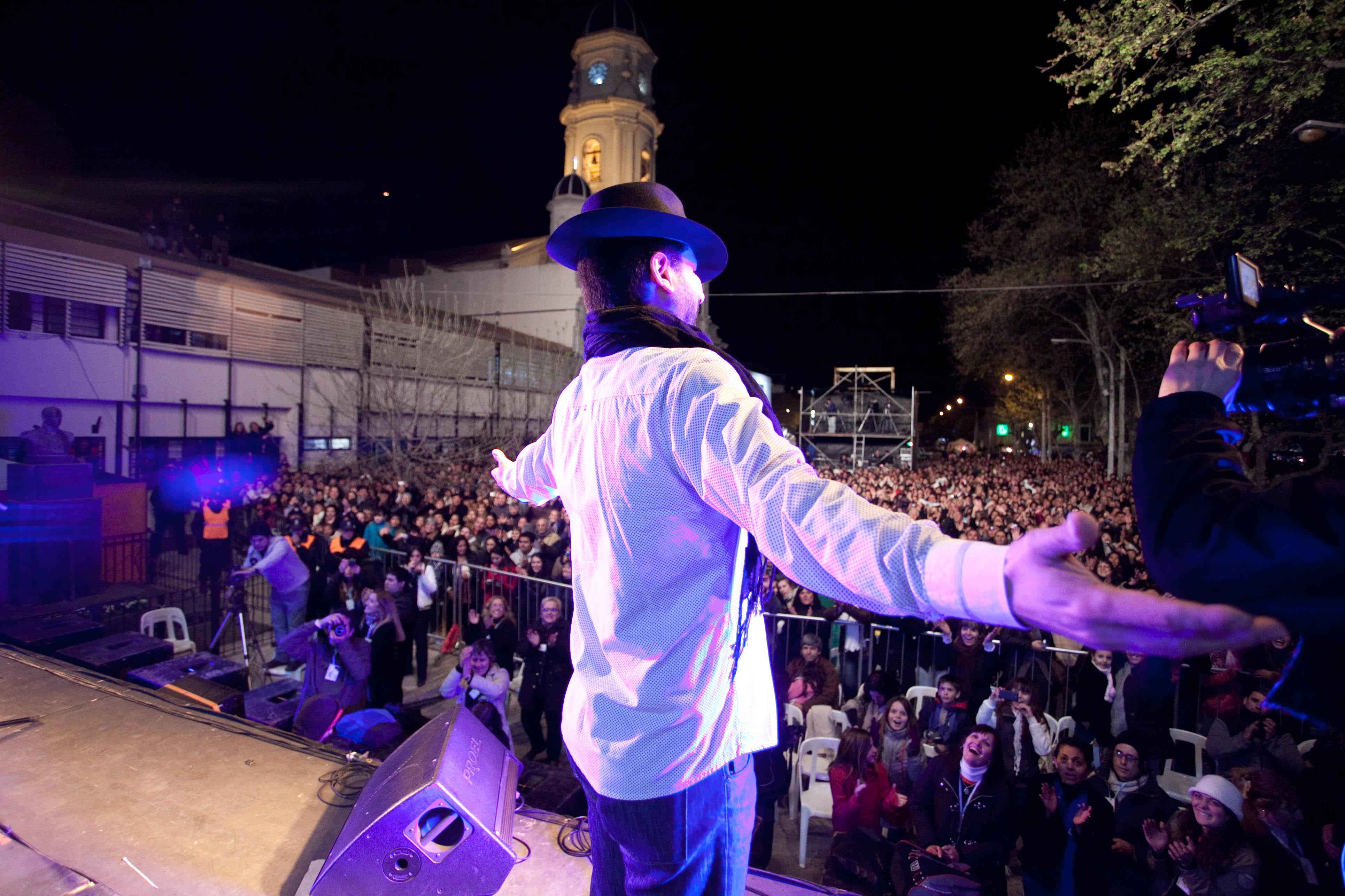 Recital gratuito de Jorge Rojas en la Fiesta del Bicentenario de Carmen de Areco.