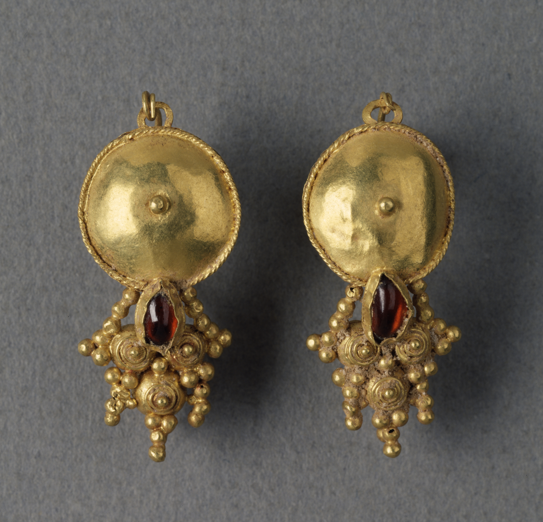 file roman   pair of gold earrings   walters 571522