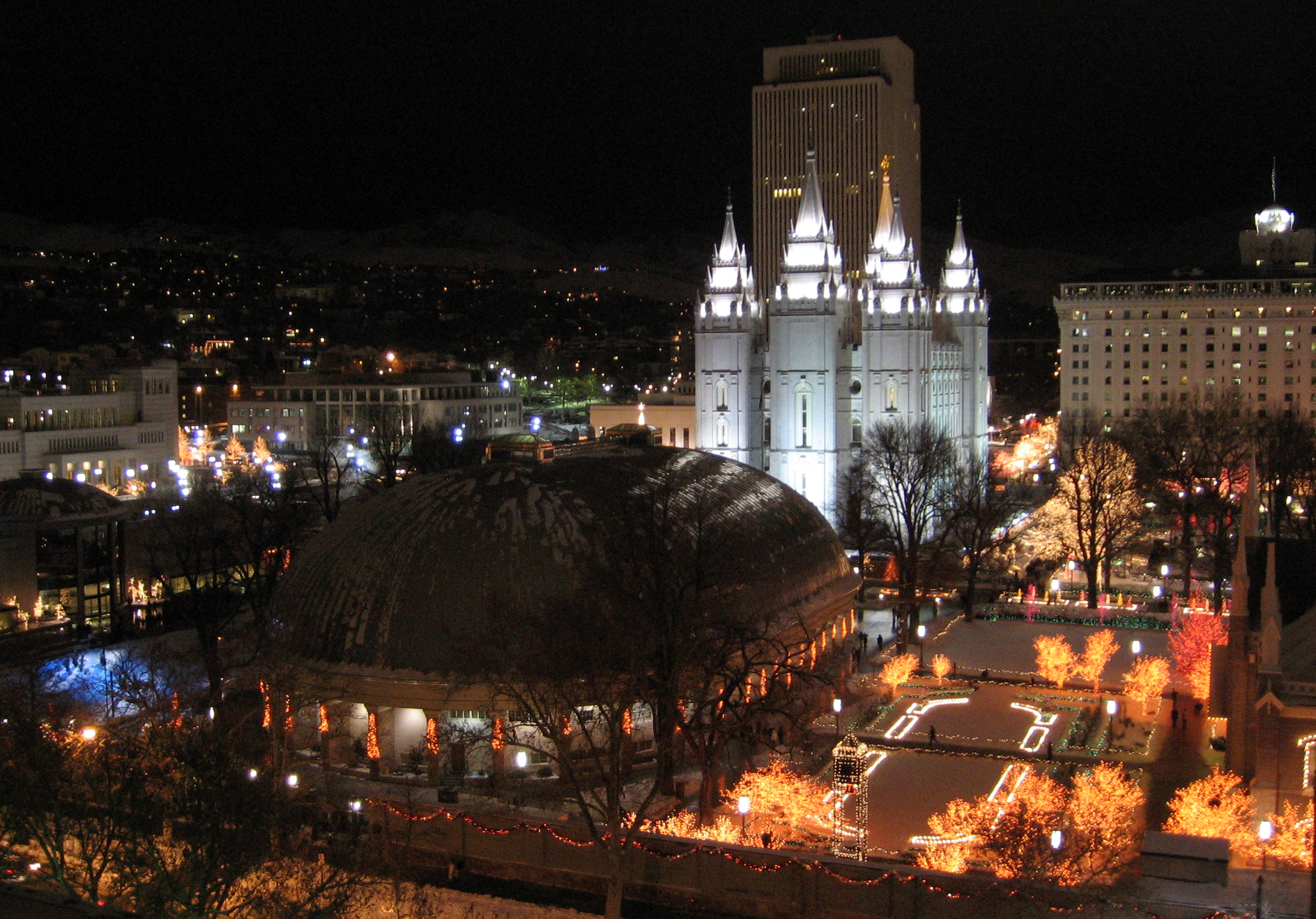 File:Salt Lake Temple Square at Christmas.jpg - Wikimedia Commons