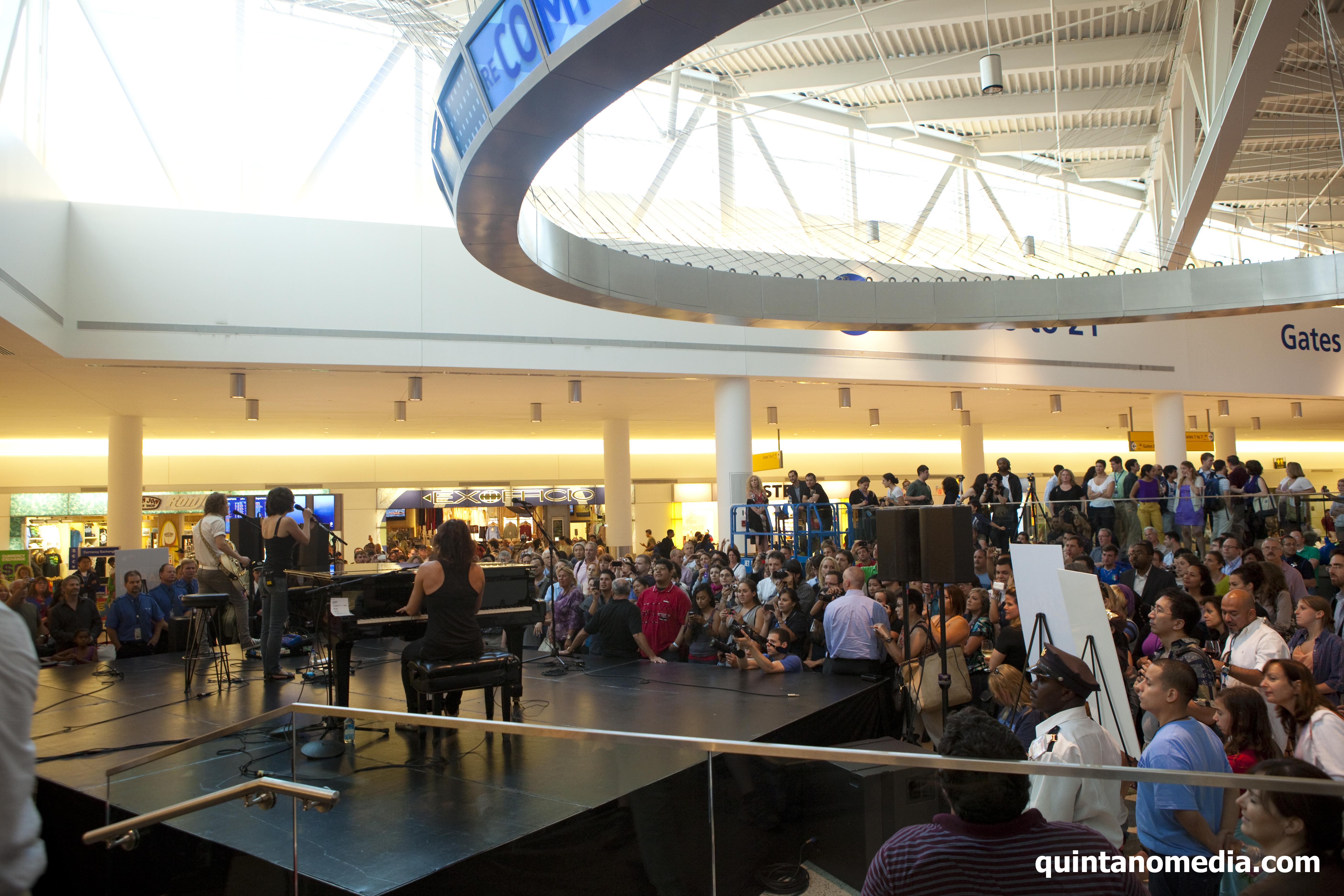 file sarah mclachlan performs free concert at jetblue s terminal 5