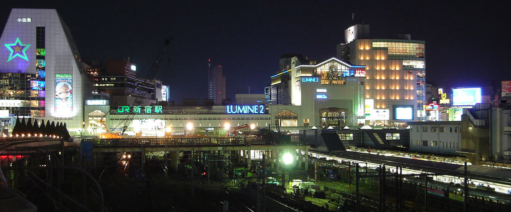 http://upload.wikimedia.org/wikipedia/commons/3/3c/Shinjuku-station-night.jpg