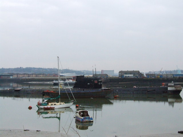 File:Soviet submarine in the Medway - geograph.org.uk - 1171439.jpg