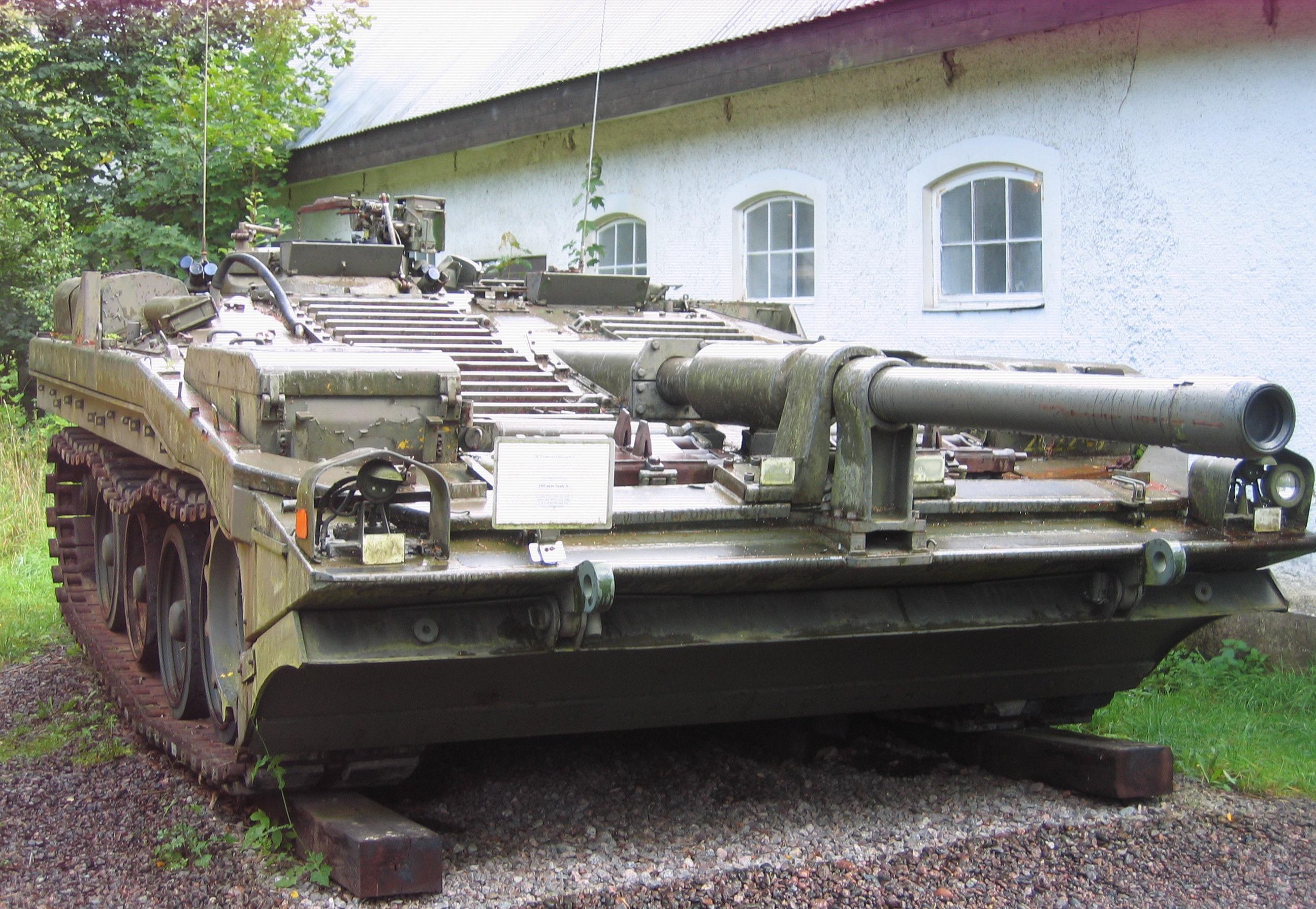 Sherman, A History of the American Medium Tank by H.R. Hinnicutt - (hb,1978,1st)