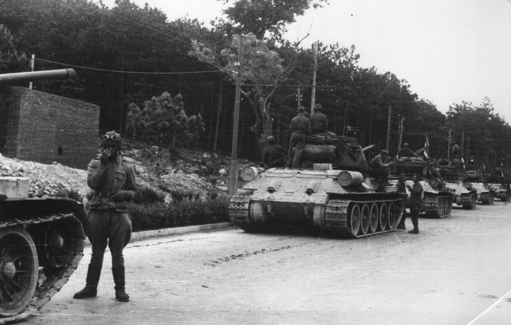A column of T 34-85s