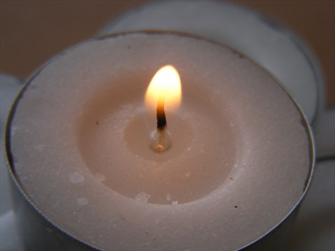 File:Tealight-Candles-Lit 33449-480x360 (4816852527).jpg