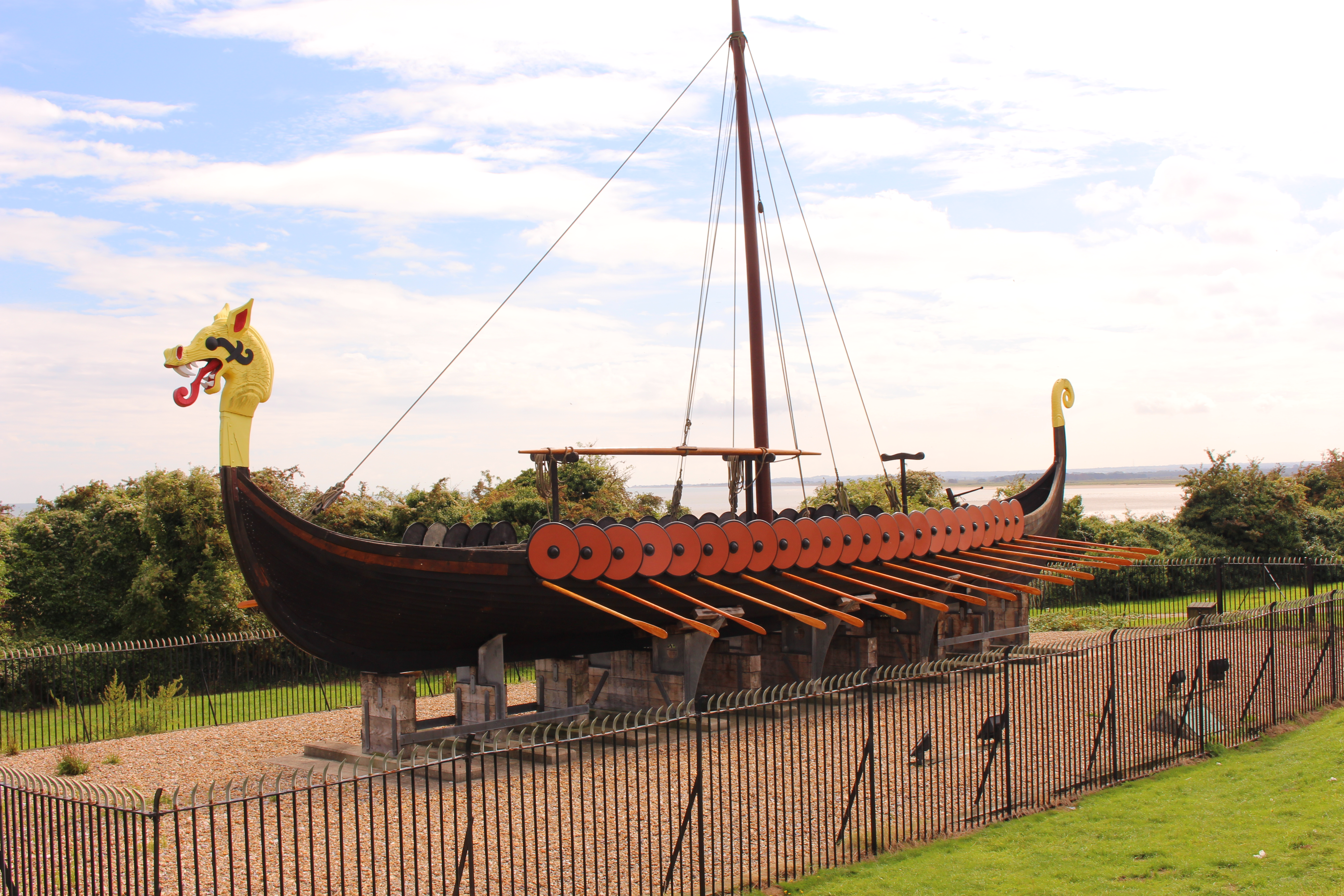 file the viking ship u0027hugin u0027 cliffs end jpg wikimedia commons