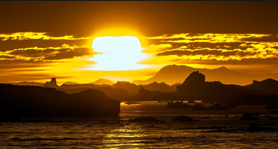 File:The sun sets over a graveyard of icebergs... (23).jpg ... | title | sun sets