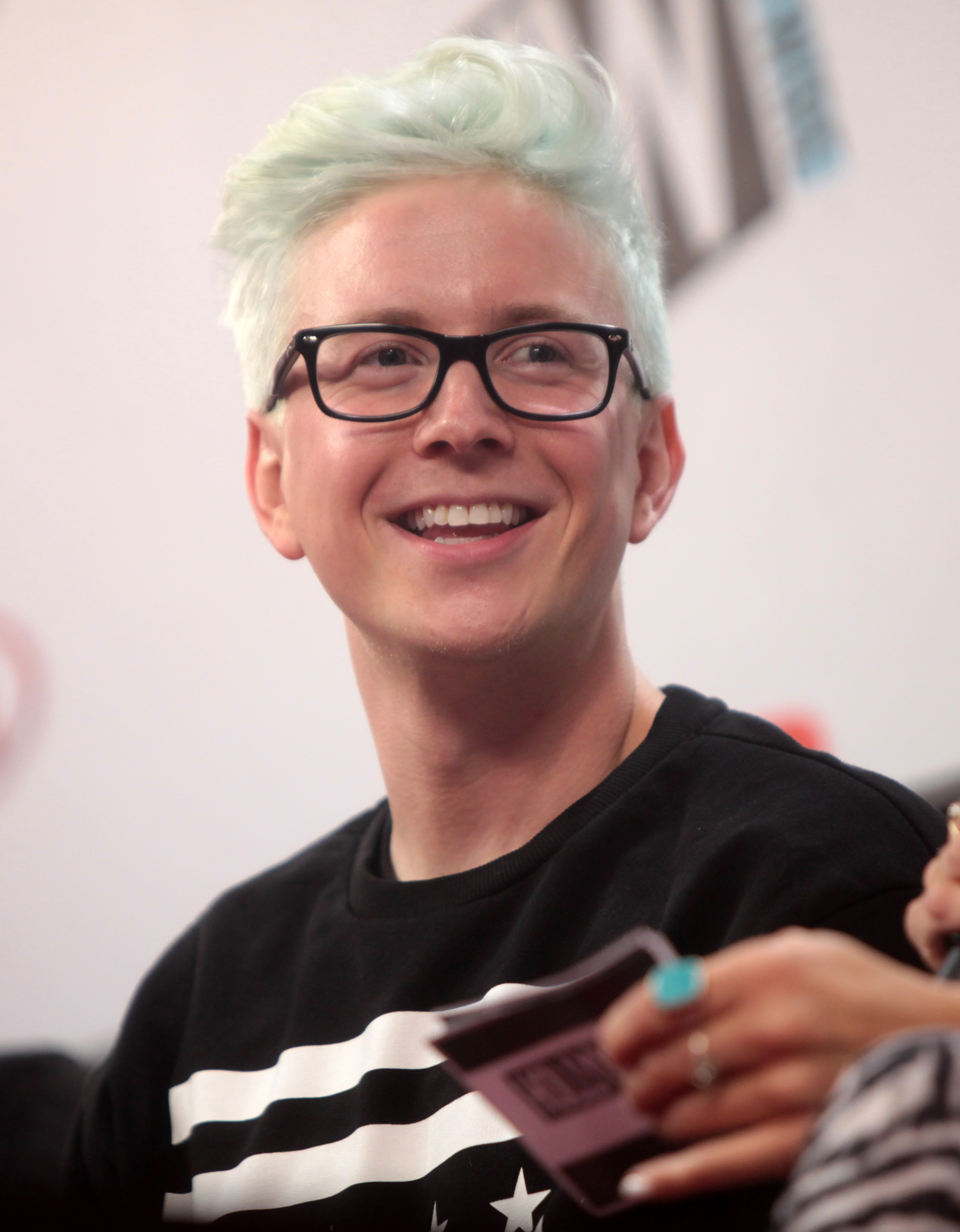 Tyler Oakley earned a  million dollar salary, leaving the net worth at 2 million in 2017