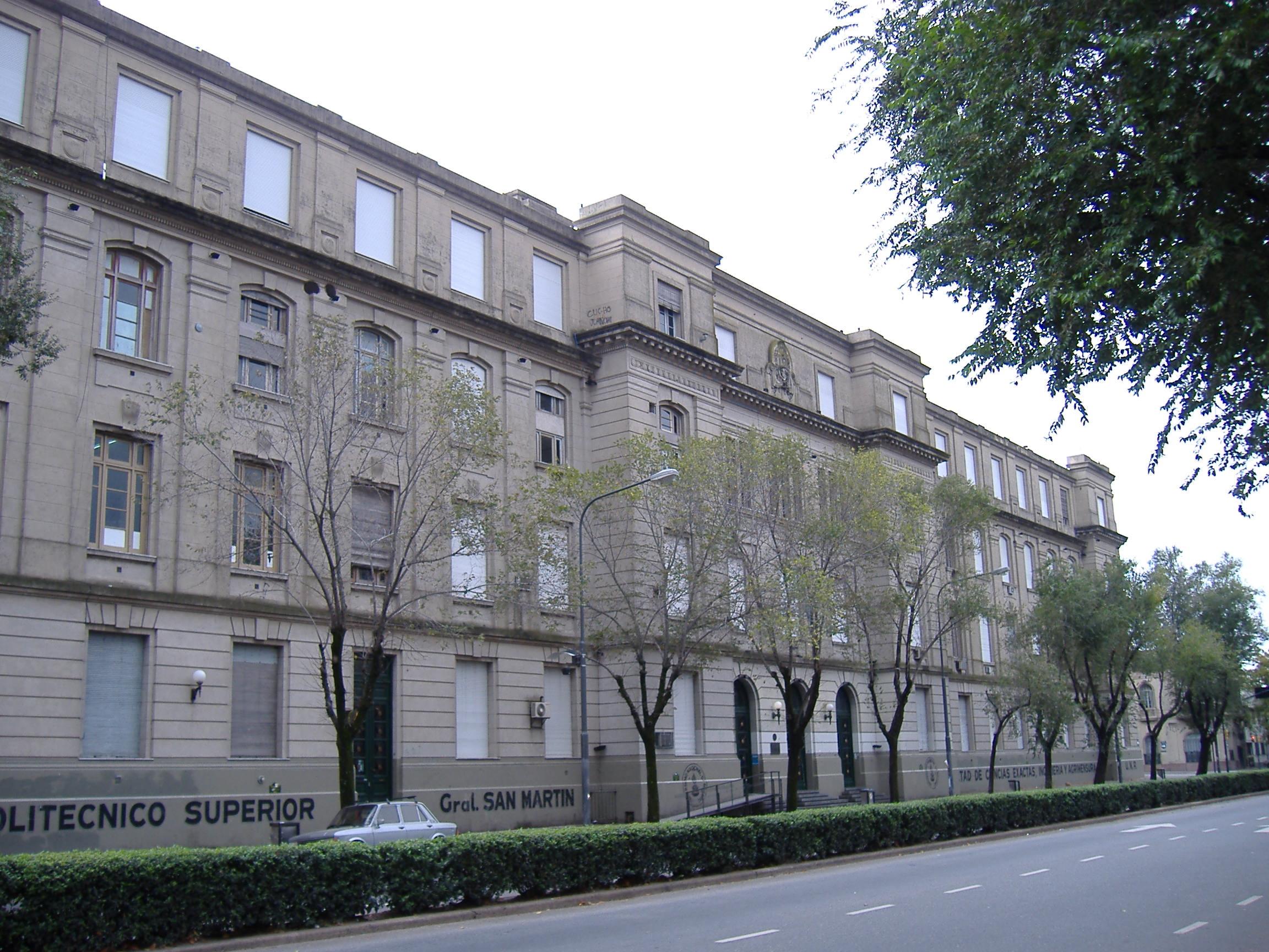 Facultad de Ingeniería y Politécnico.
