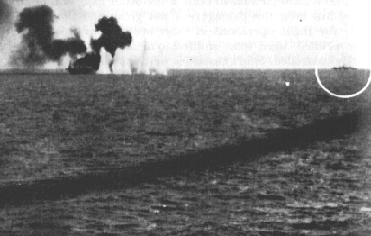 USS_Gambier_Bay_on_fire.jpg