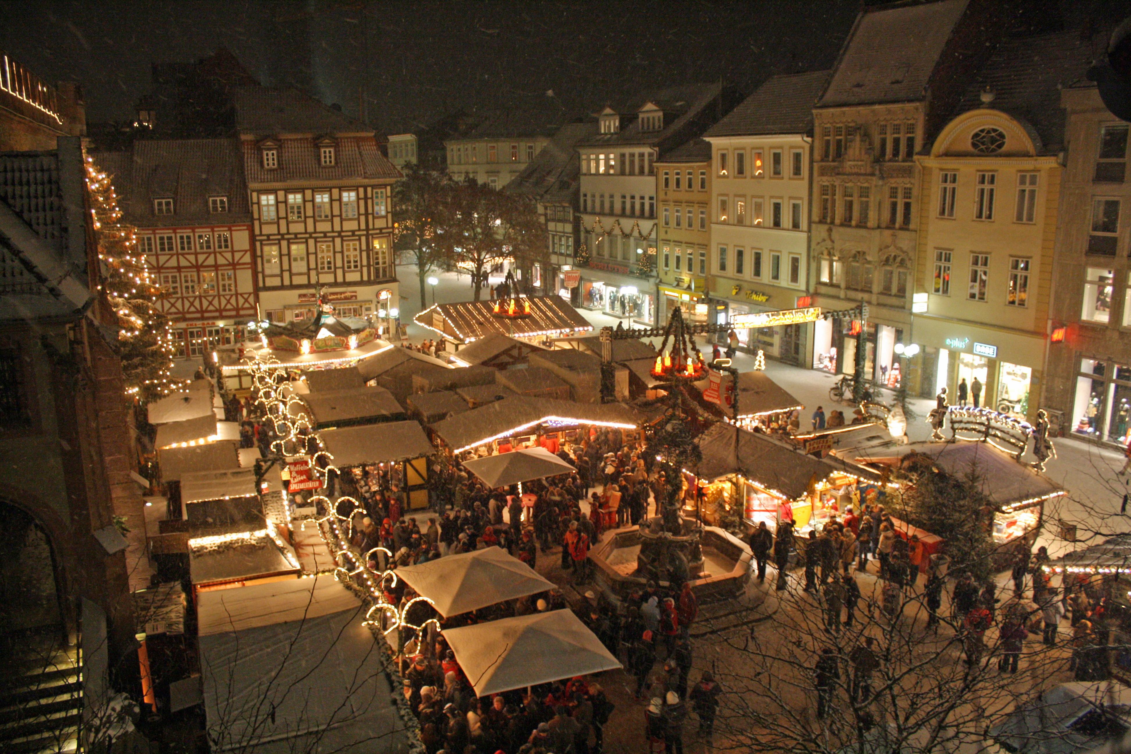 Weihnachtsmarkt Göttingen.Datei Verschneiter Weihnachtsmarkt 1 Jpg Wikipedia