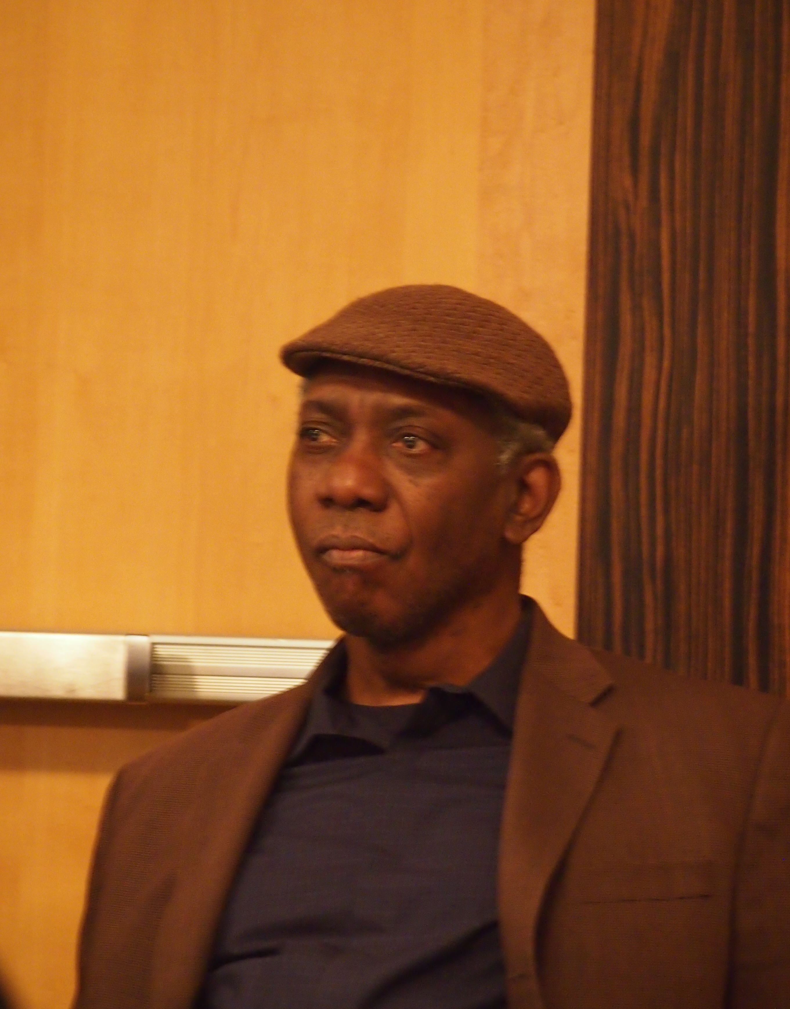 yusef komunyakaa facing it Yusef komunyakaa - poet - poet yusef komunyakaa first received wide recognition following the 1984 publication of copacetic, a collection of poems built from colloquial speech which demonstrated his incorporation of jazz influences.