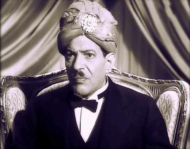 10306b0a3 نجيب الريحاني يُؤدي دور السُلطان في فيلم «سلامة في خير»، إنتاج سنة 1937م.