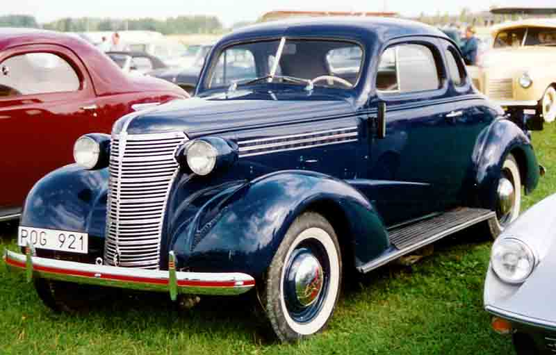 Description 1938 Chevrolet De Luxe Coupe POG921.jpg