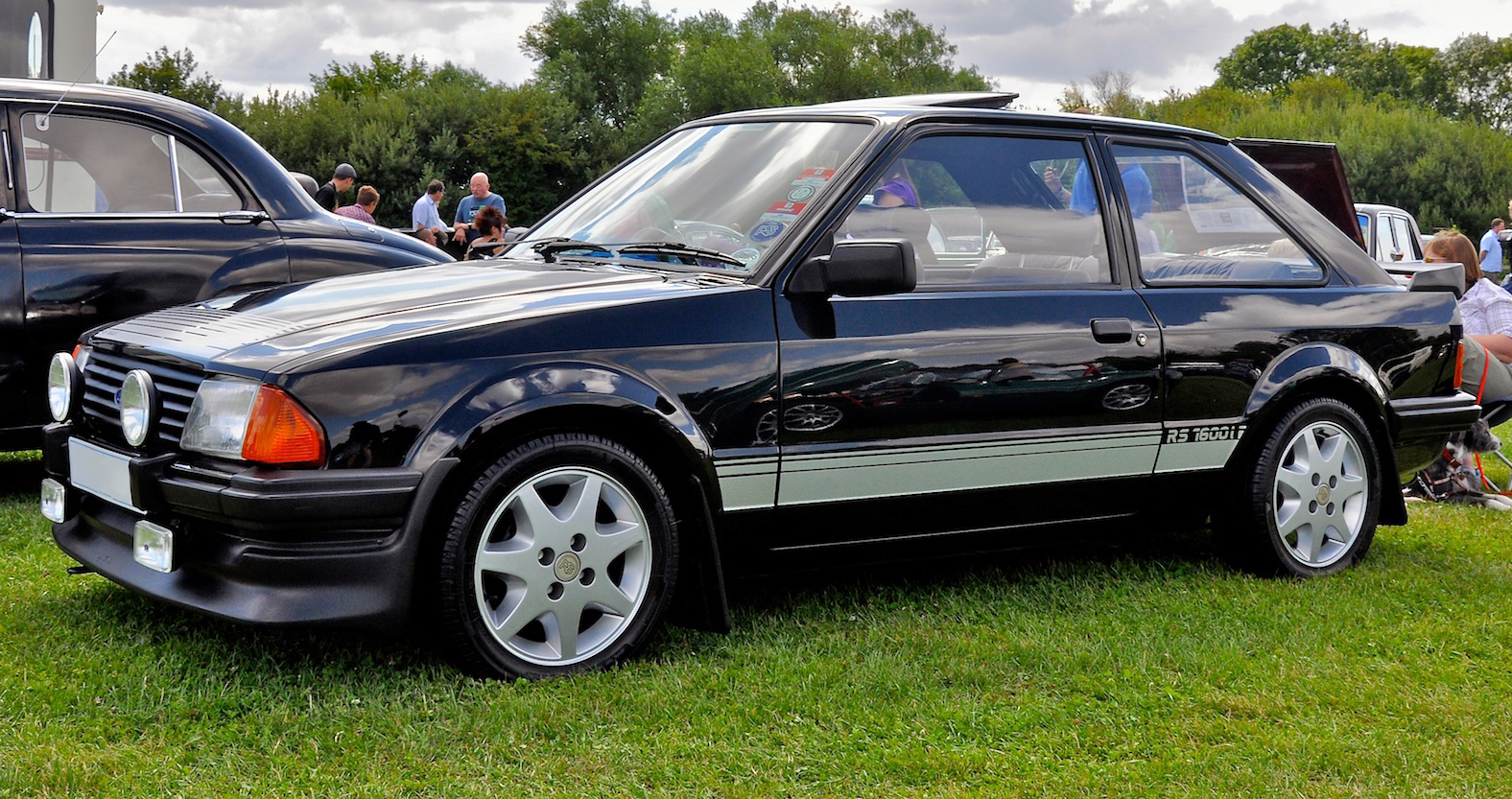 1983_Ford_Escort_RS1600i_black.jpg