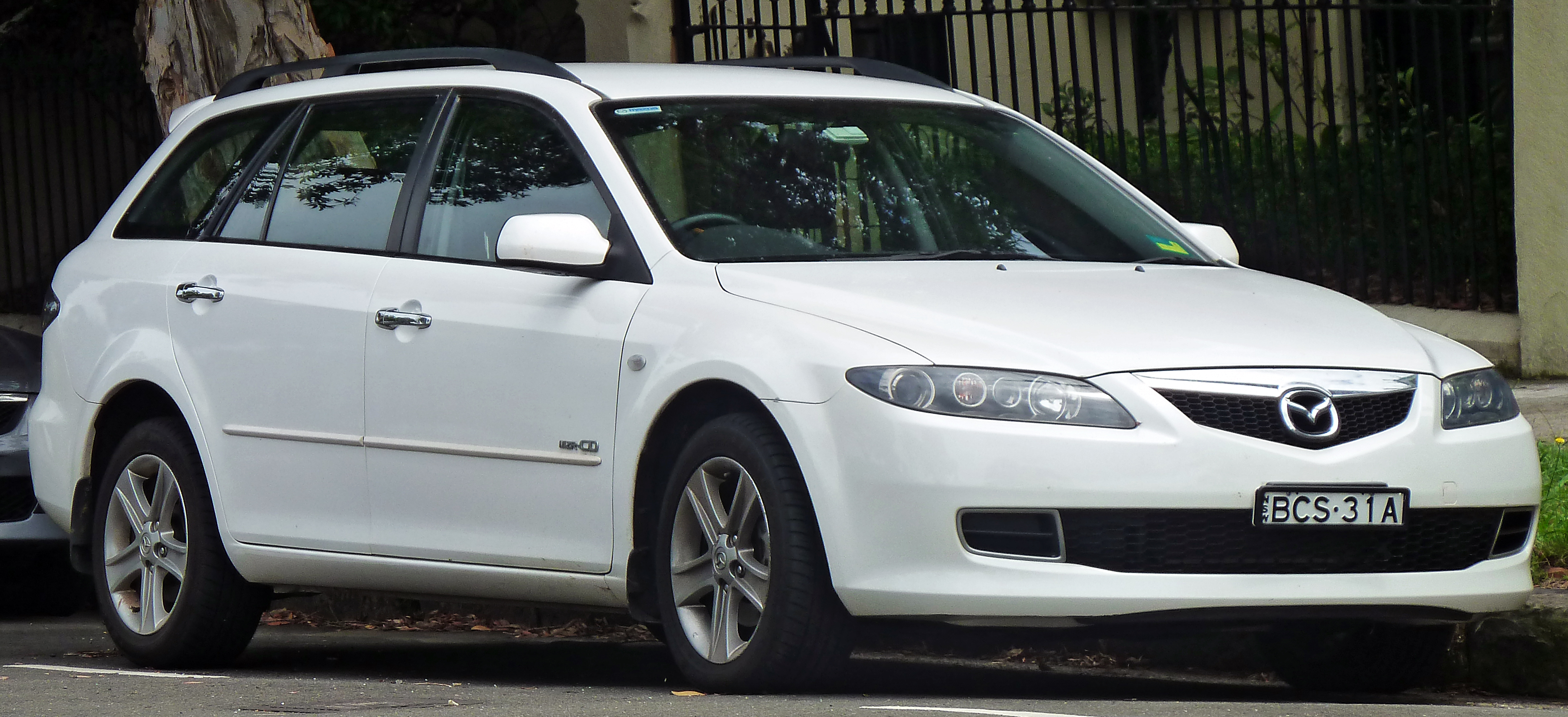 https://upload.wikimedia.org/wikipedia/commons/3/3d/2006-2007_Mazda_6_%28GY_Series_2%29_MZR-CD_station_wagon_%282011-01-13%29.jpg