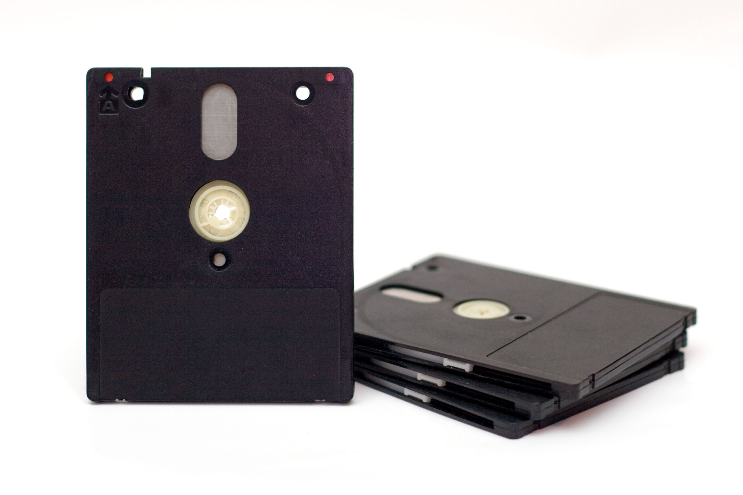 http://upload.wikimedia.org/wikipedia/commons/3/3d/3_inch_floppy_disks.jpg