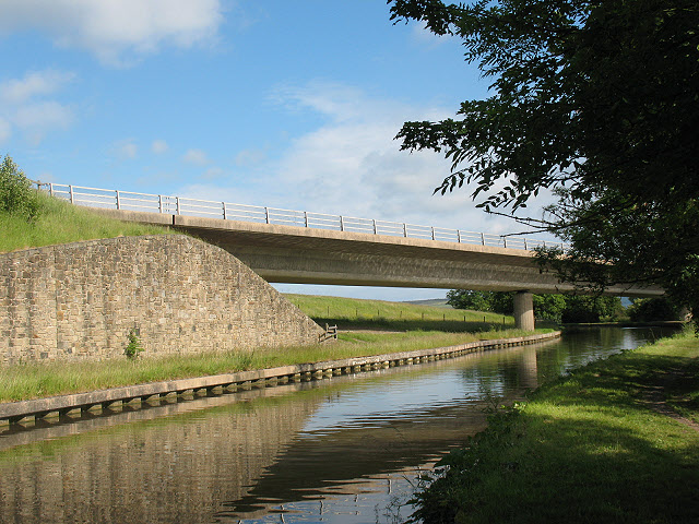 A629 viaduct across the Leeds and Liverpool Canal - geograph.org.uk - 1395500