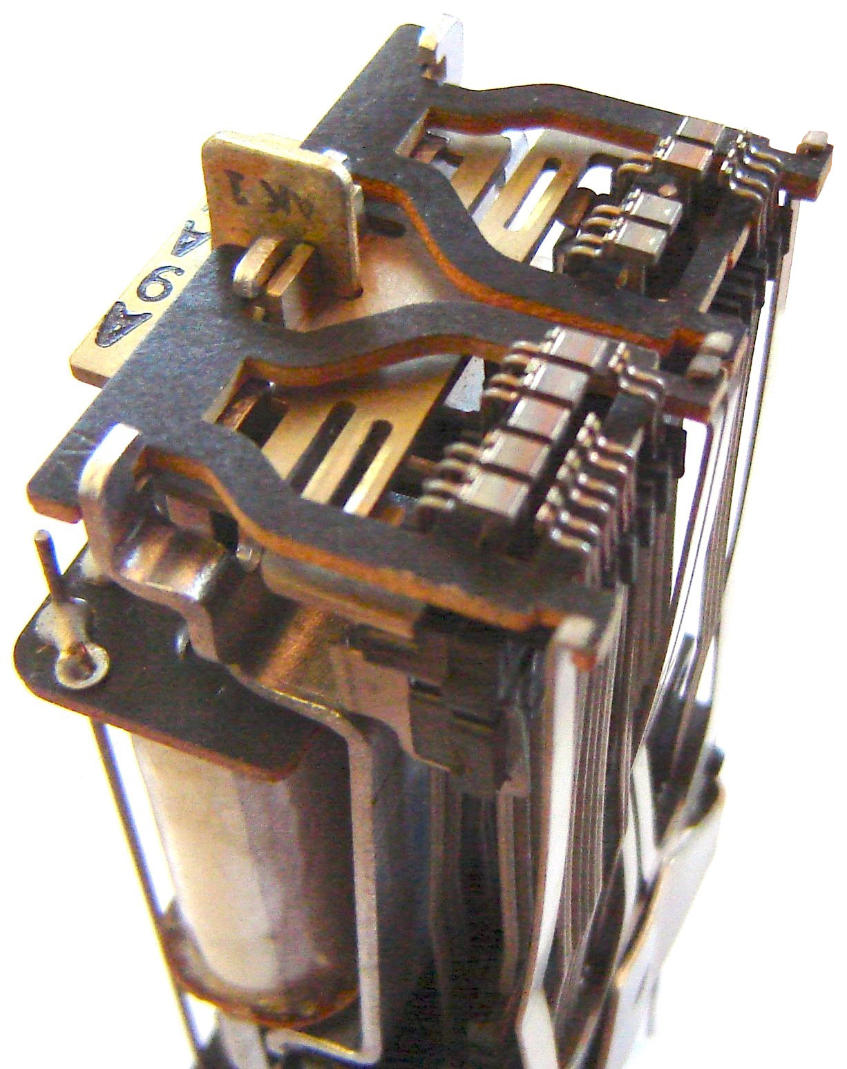Wire Spring Relay Wikipedia That Can Be Used For Getting The From Switch To