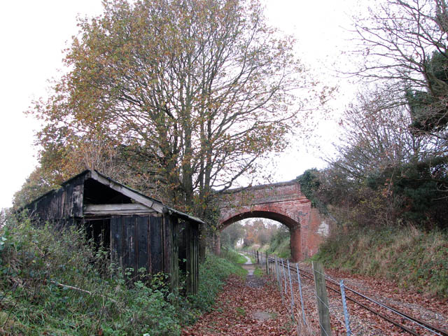 A dilapidated shed - geograph.org.uk - 1059327