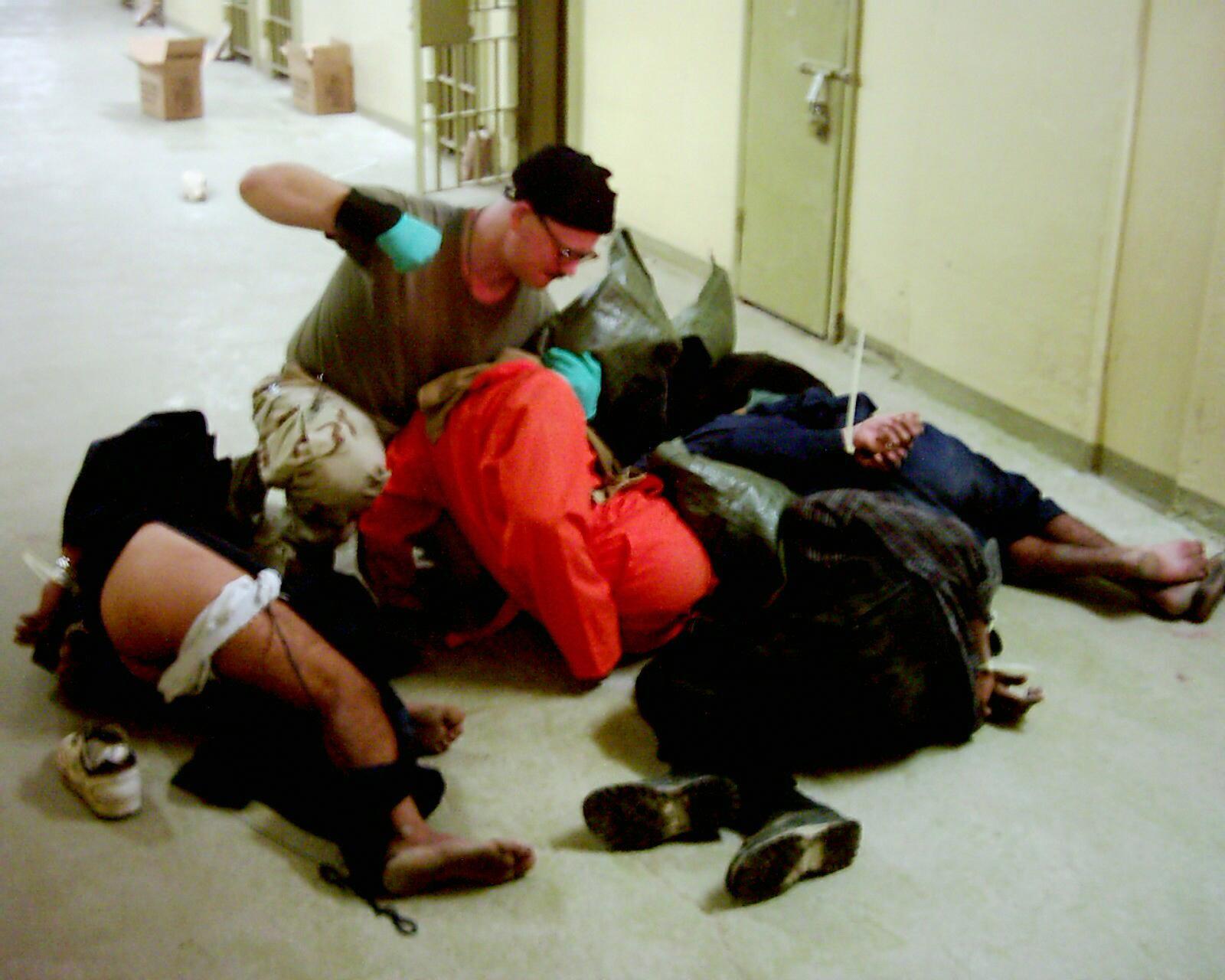 пытки над девушками подборка 13