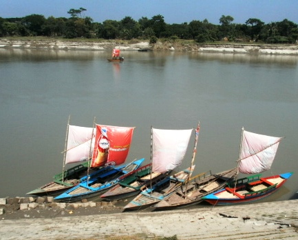চিত্র:Advert-Boat.jpg
