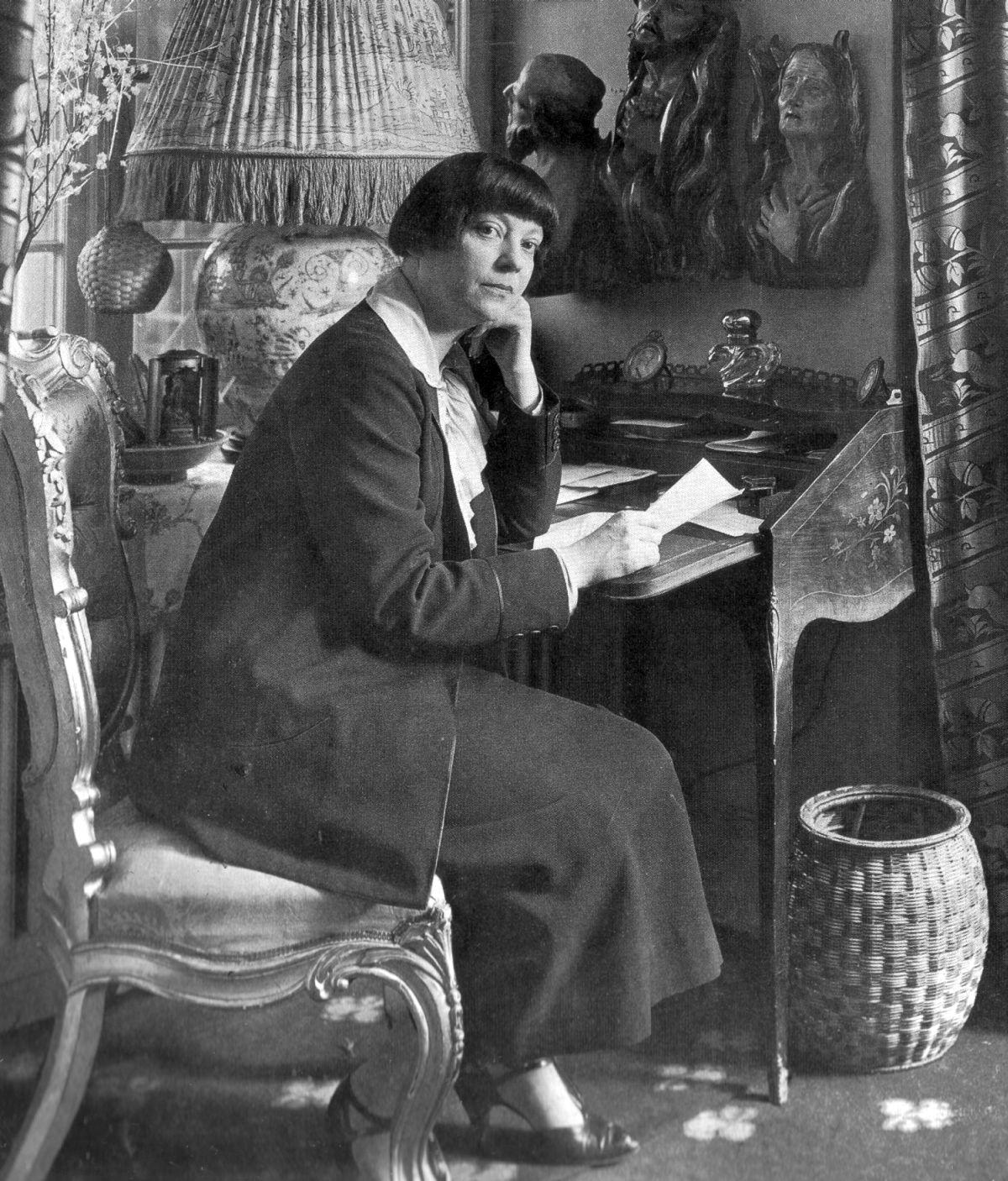 Asta Nielsen in her Berlin residence, 1925