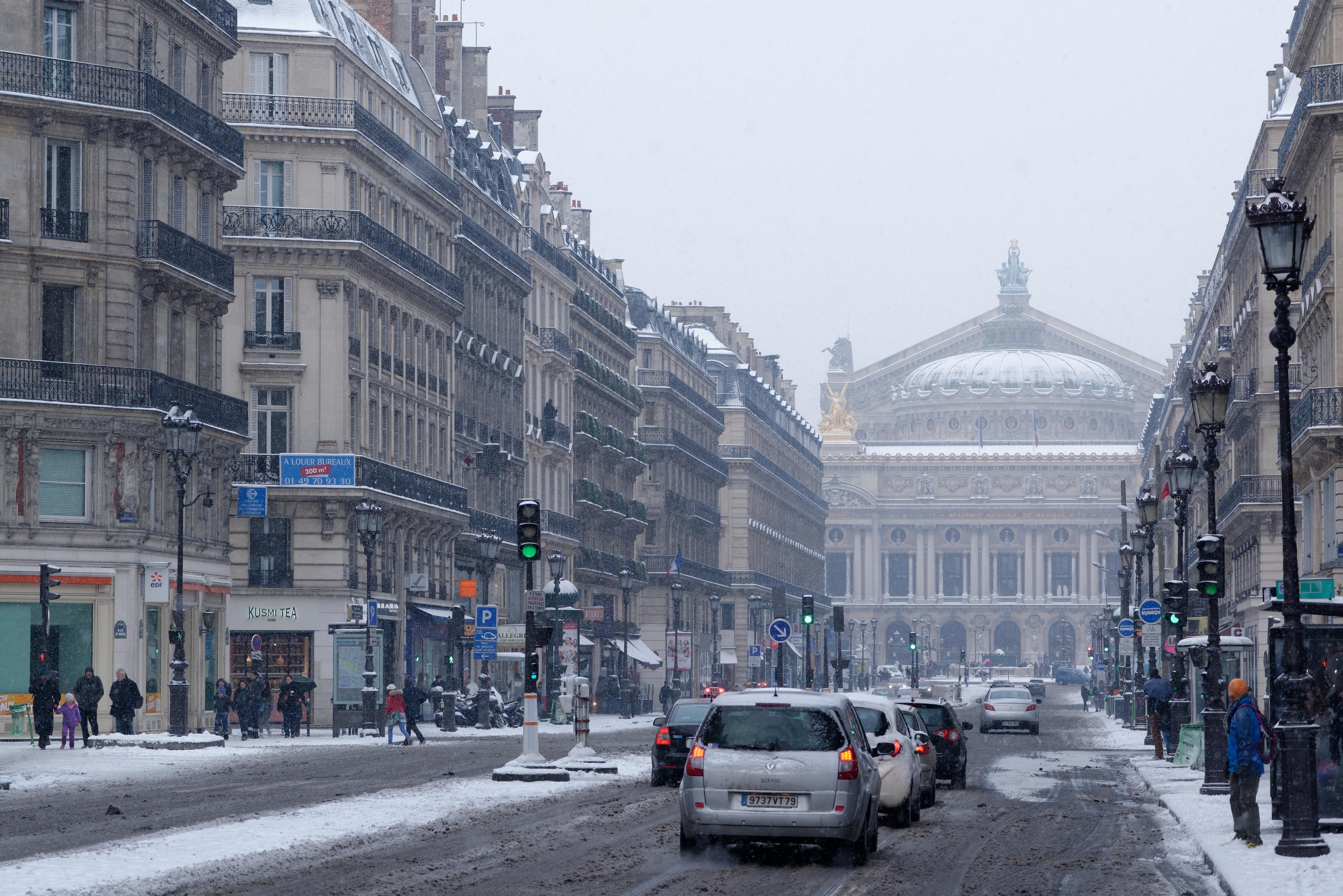 Description Avenue de Opera Paris under the snow 2013-01-20.jpg