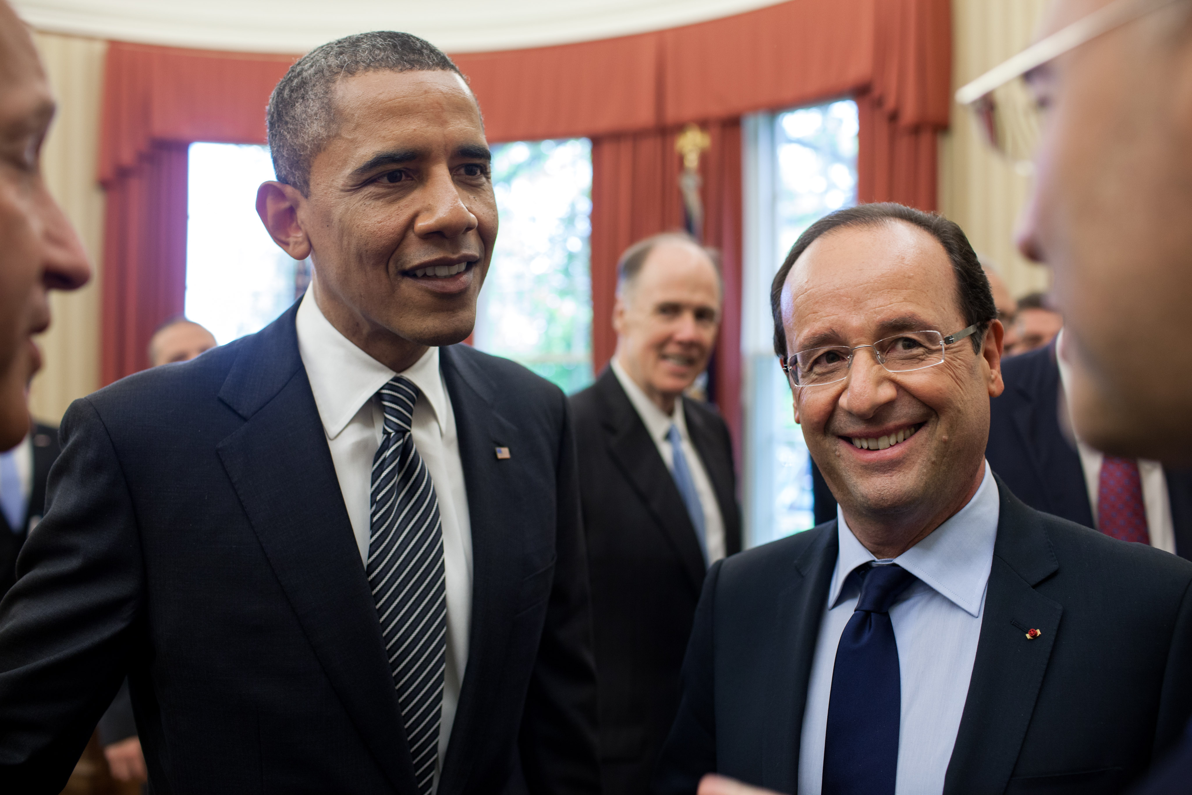http://upload.wikimedia.org/wikipedia/commons/3/3d/Barack_Obama_and_Francois_Hollande_bilateral_meeting_May_18,_2012.jpg