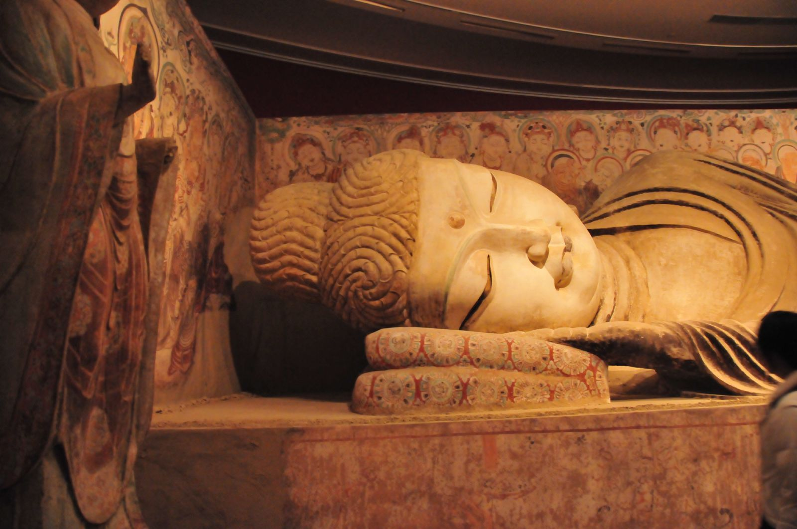 Rupaka Buddha berbaring salah satu karya seni dari gua no. 158 di Gua Mogao.