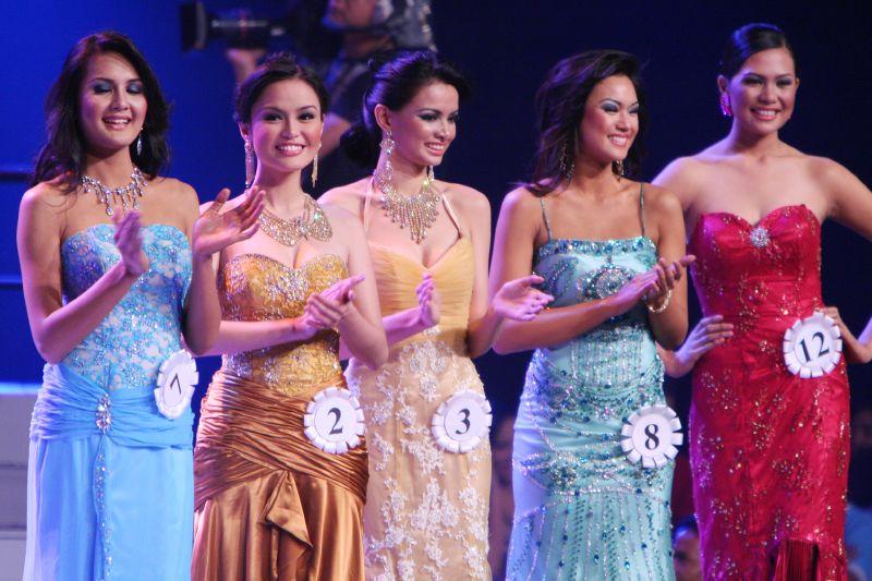 Abendkleider bei einem philippinischen Schönheitswettbewerb