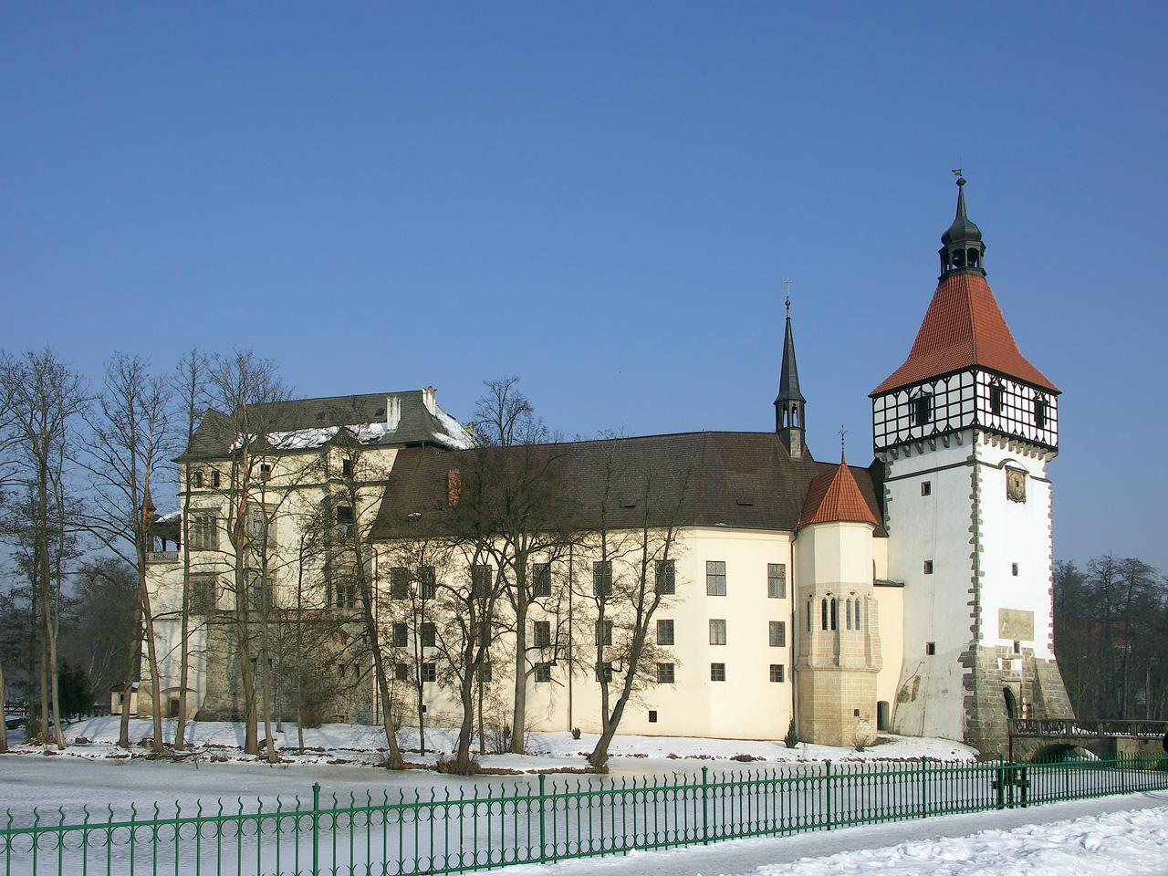 jižní pohled na zámek s Rožmitálským a Rejtovým palácem