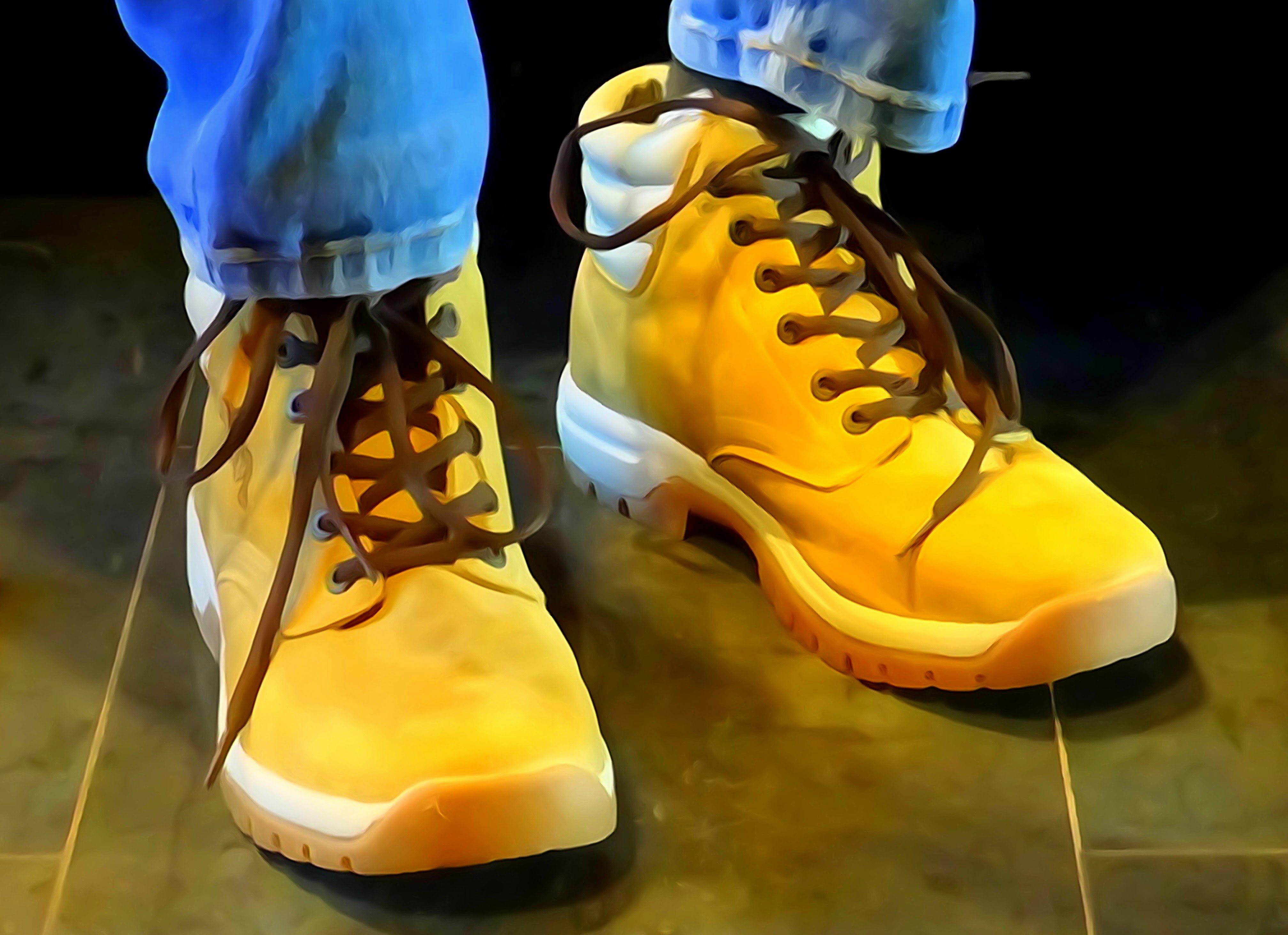 File:Boots are made for walking Flickr Stiller