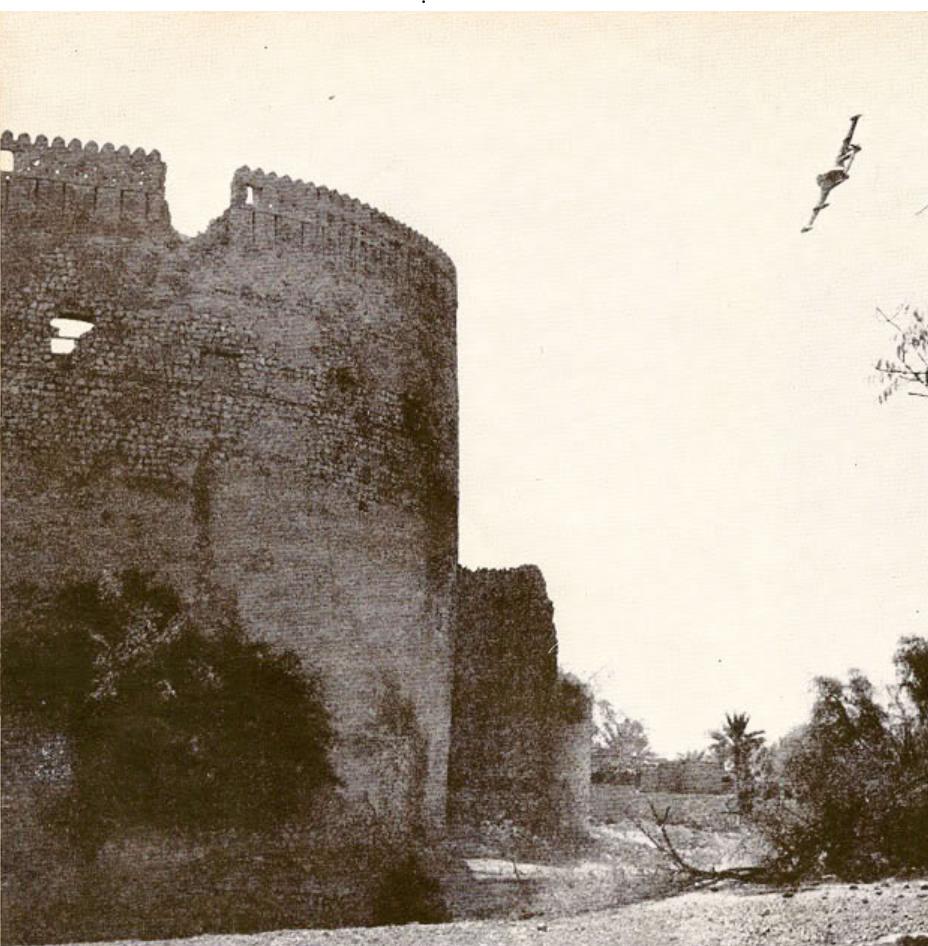 https://upload.wikimedia.org/wikipedia/commons/3/3d/British_RAF_attacking_Nizwa_Fort.png