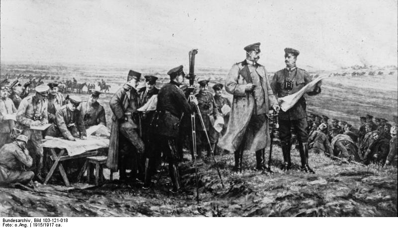 https://upload.wikimedia.org/wikipedia/commons/3/3d/Bundesarchiv_Bild_103-121-018,_Tannenberg,_Hindenburg_auf_Schlachtfeld.jpg
