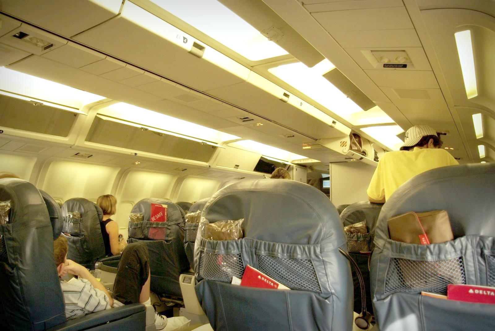 c213de3fcd File BusinessElite 767 Delta cabin.jpg - Wikimedia Commons