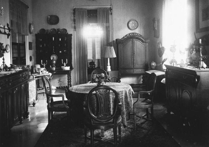 File collectie tropenmuseum de eetkamer in het huis van de familie