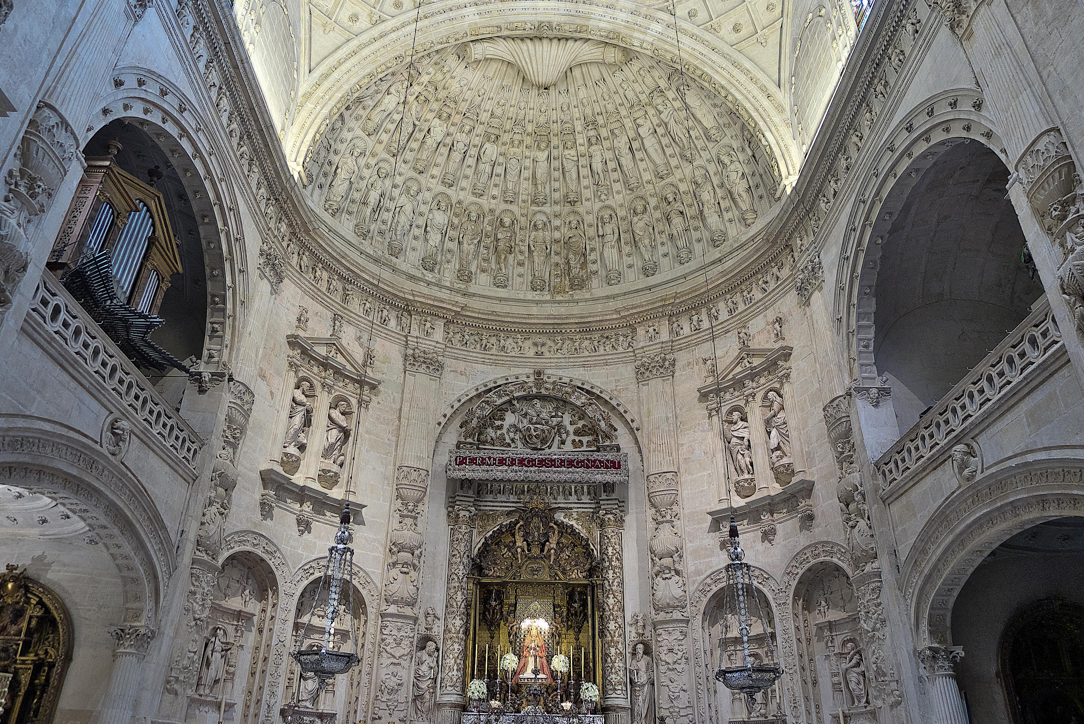 File capilla real interior catedral de wikimedia commons - Catedral de sevilla interior ...