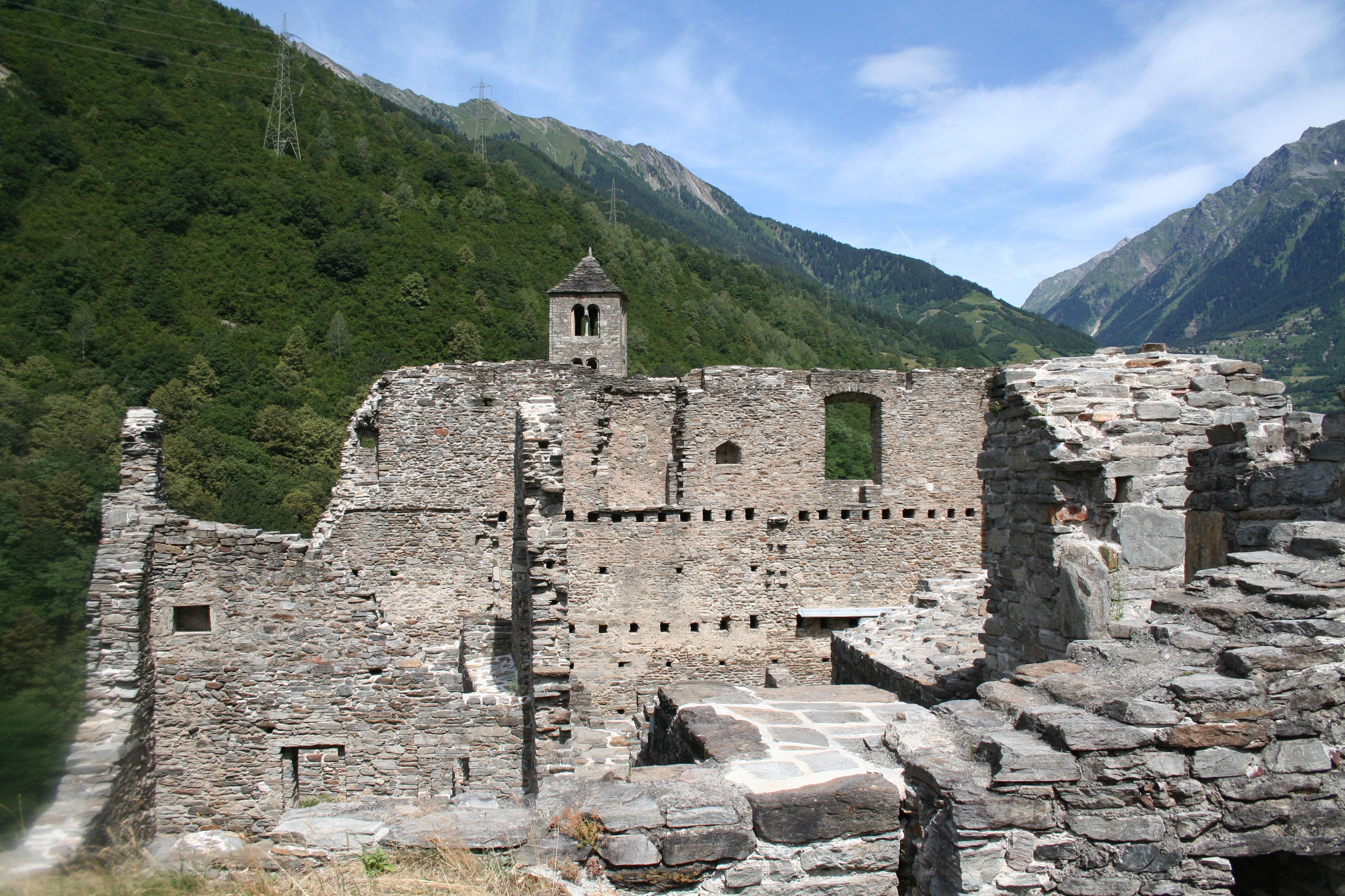 File:Castello Mesocco Rocca.jpg