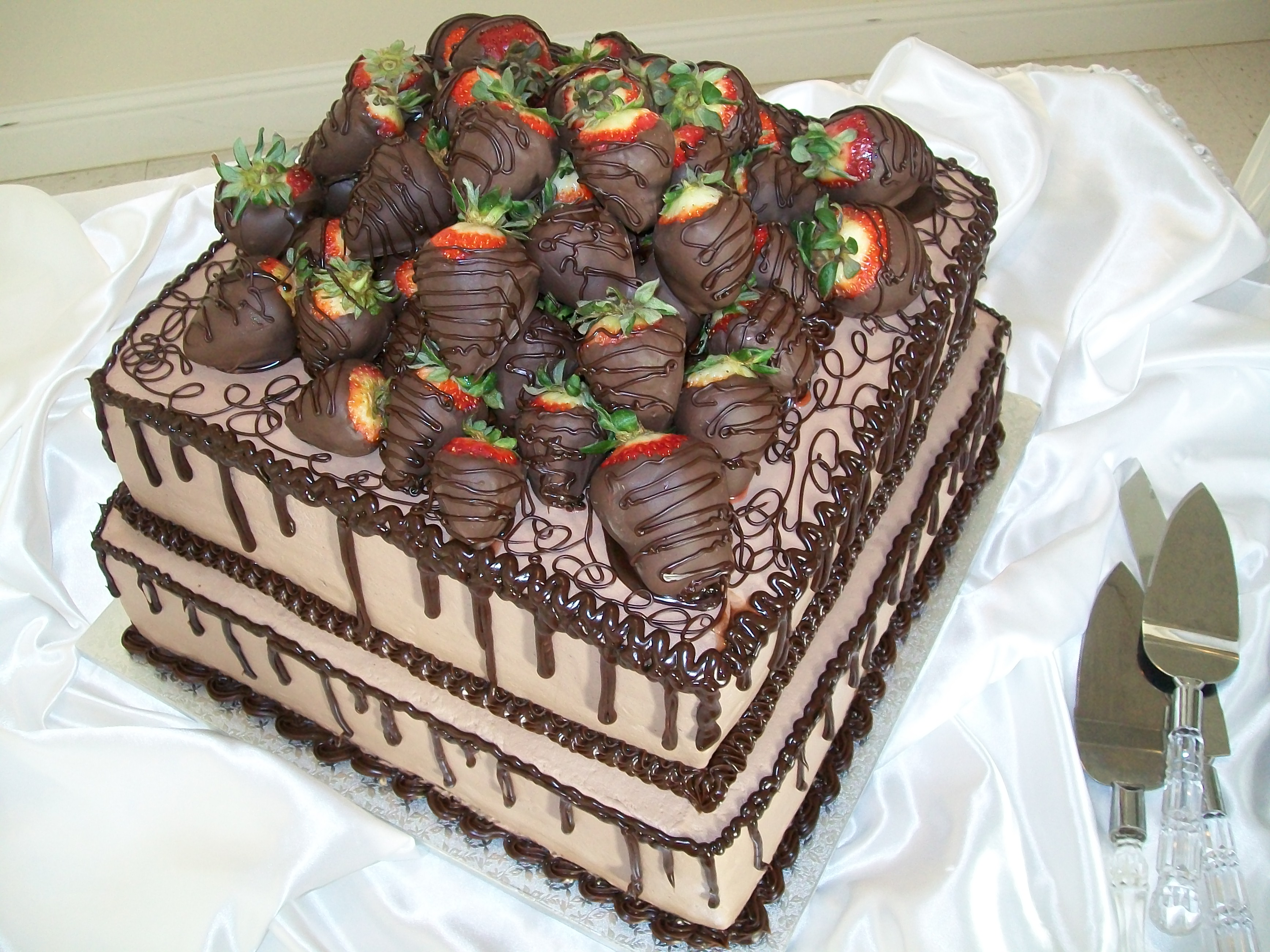 File:Chocolate Covered Strawberry Wedding Cake - panoramio.jpg ...