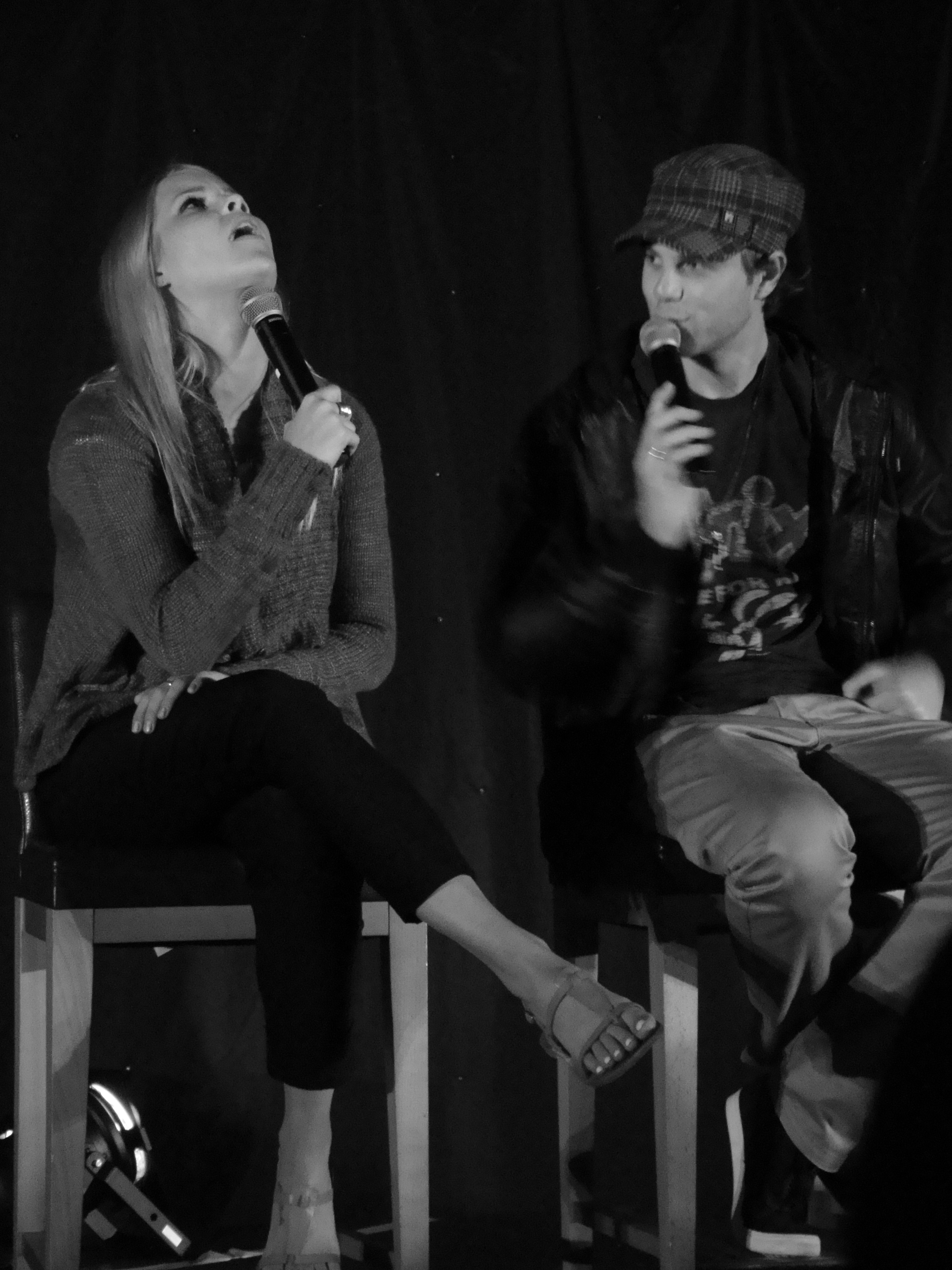http://upload.wikimedia.org/wikipedia/commons/3/3d/Claire_Holt_%26_Nate_Buzolic_(7446160832).jpg