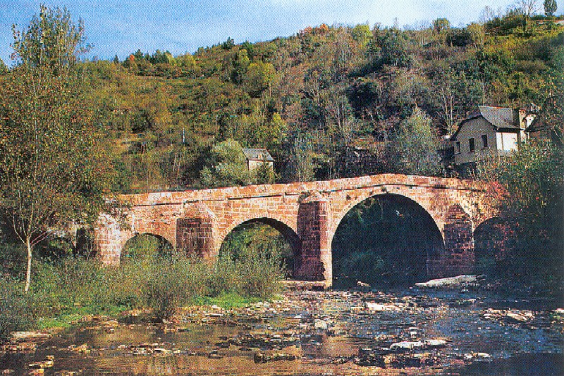 ファイル:Conques pont romain.jpg