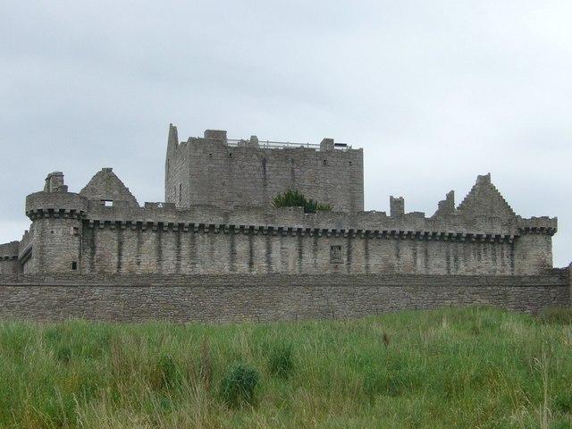Craigmillar Castle - geograph.org.uk - 1340353.jpg