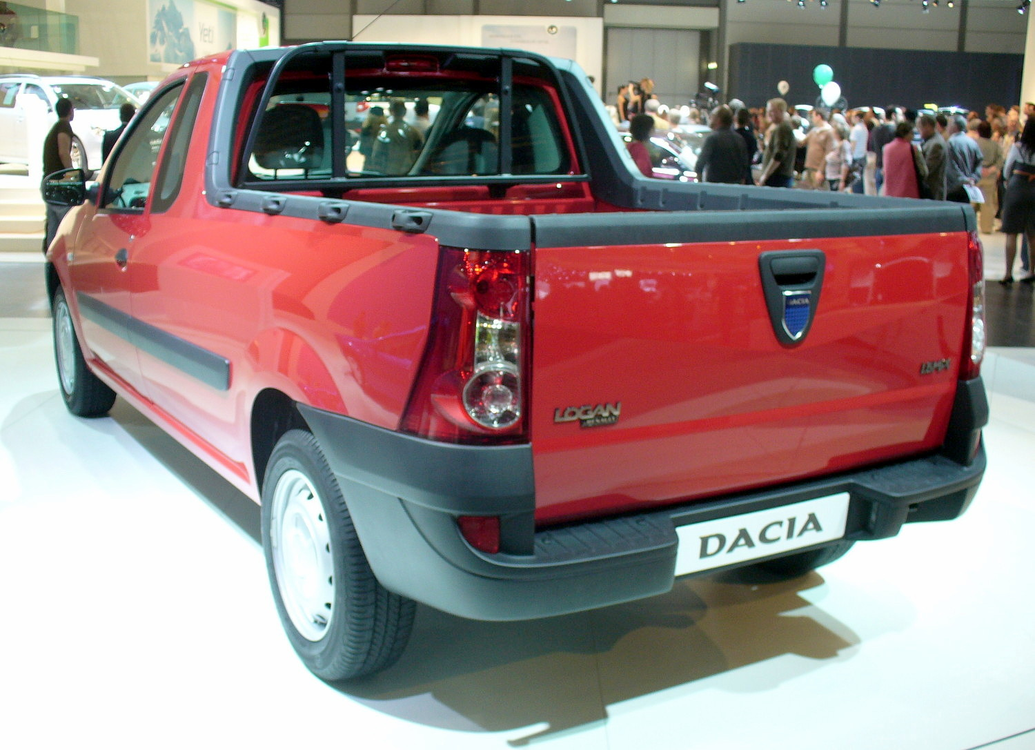 file dacia logan pickup rot heck jpg wikipedia. Black Bedroom Furniture Sets. Home Design Ideas