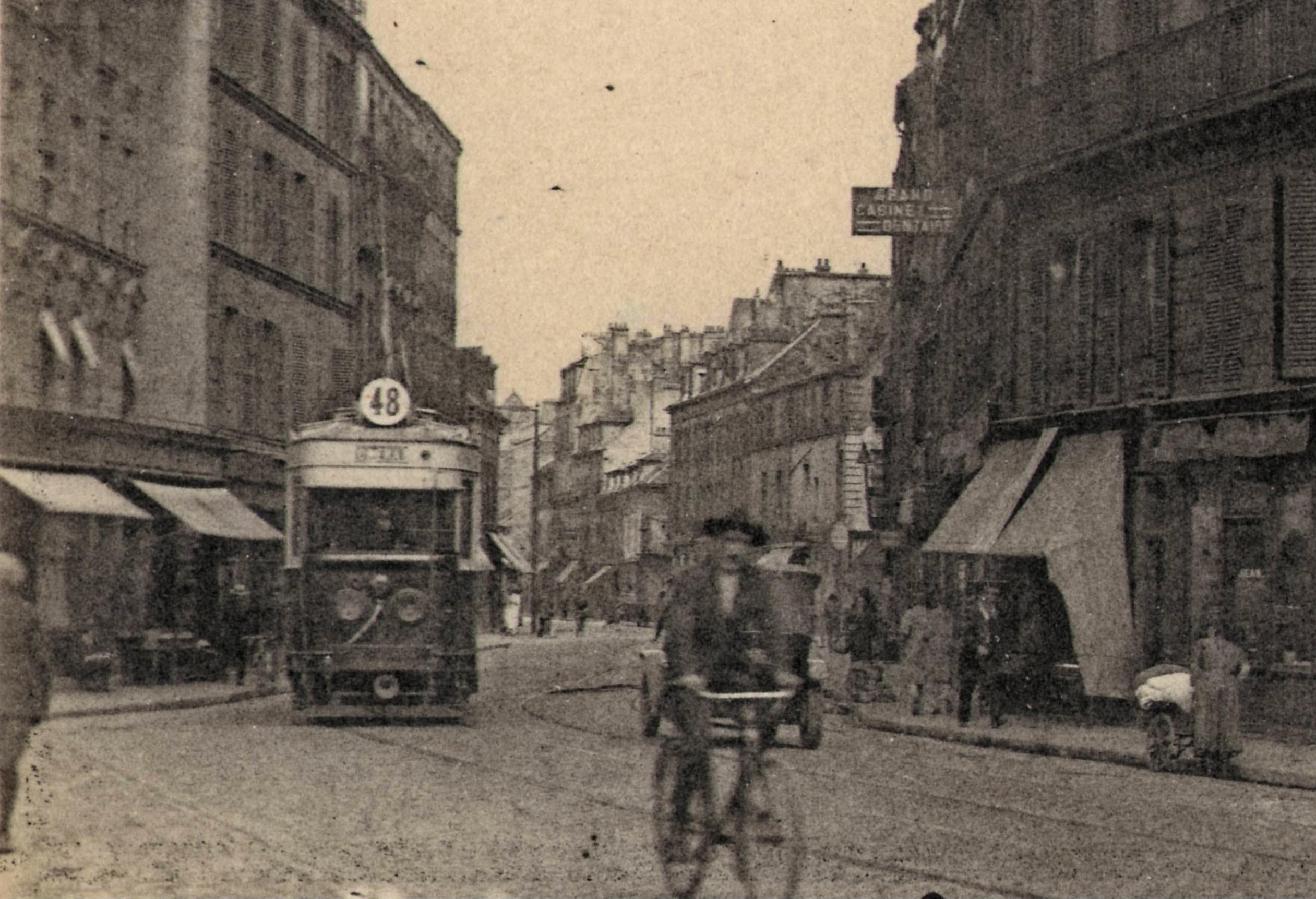 File:EM 1261 - STDenis - Place aux Gueldres et rue de Paris (Détail