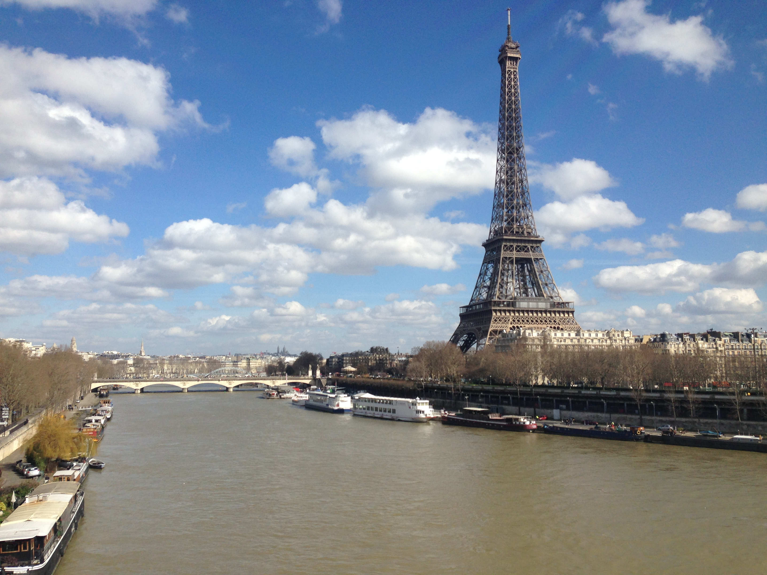 File eiffel tower by the seine river paris 2 march 2014 for Places to stay near eiffel tower