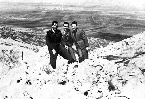 الصفعة الإسرائيلية قبل حرب 1967: «كوهين» عين الموساد في دمشق Eli_Cohen_at_the_Golan_Heights